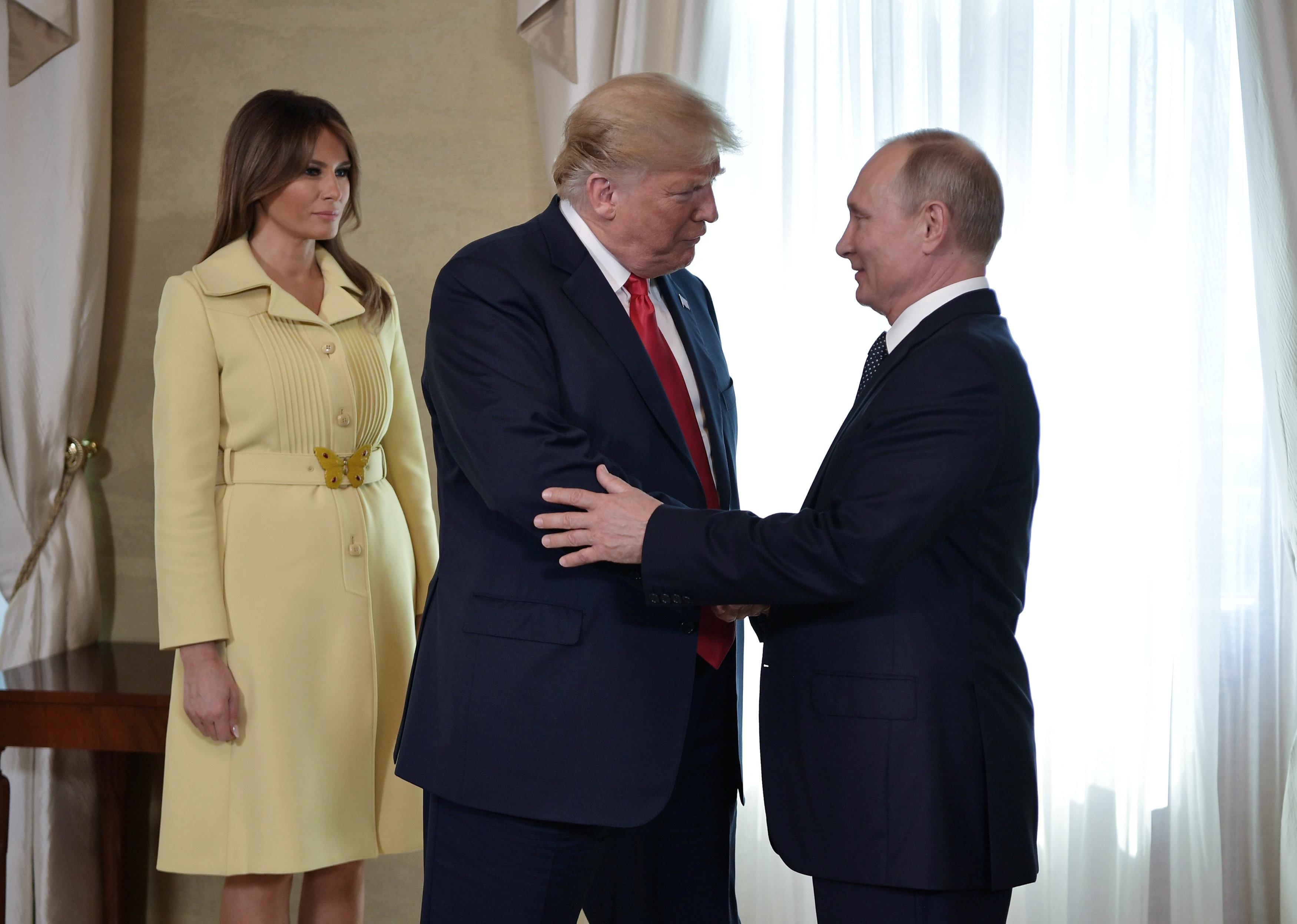 La primera dama estadounidense, Melania Trump, se acercó para participar en las fotos