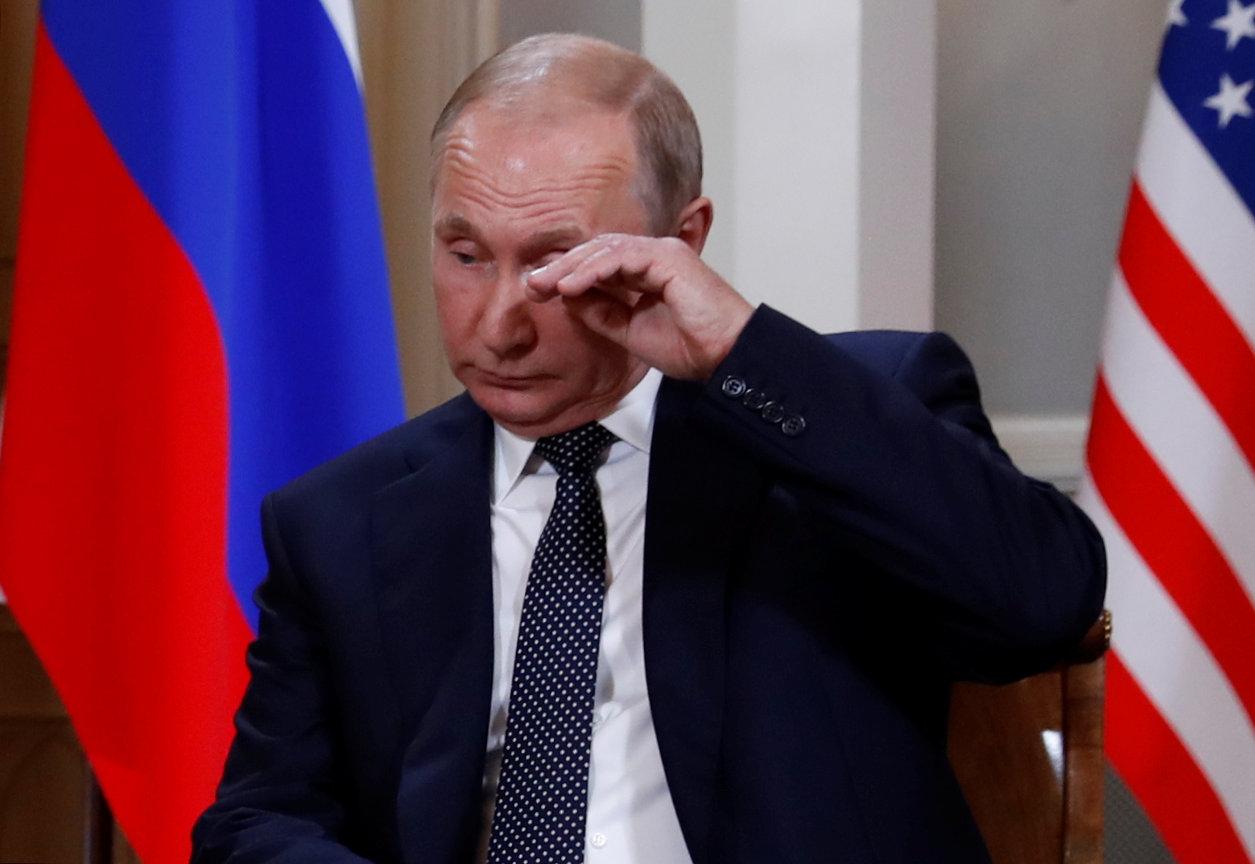 Por momentos, Putin pareció cansado, un día después de la final del Mundial organizado por Rusia. Llegó con media hora de demora