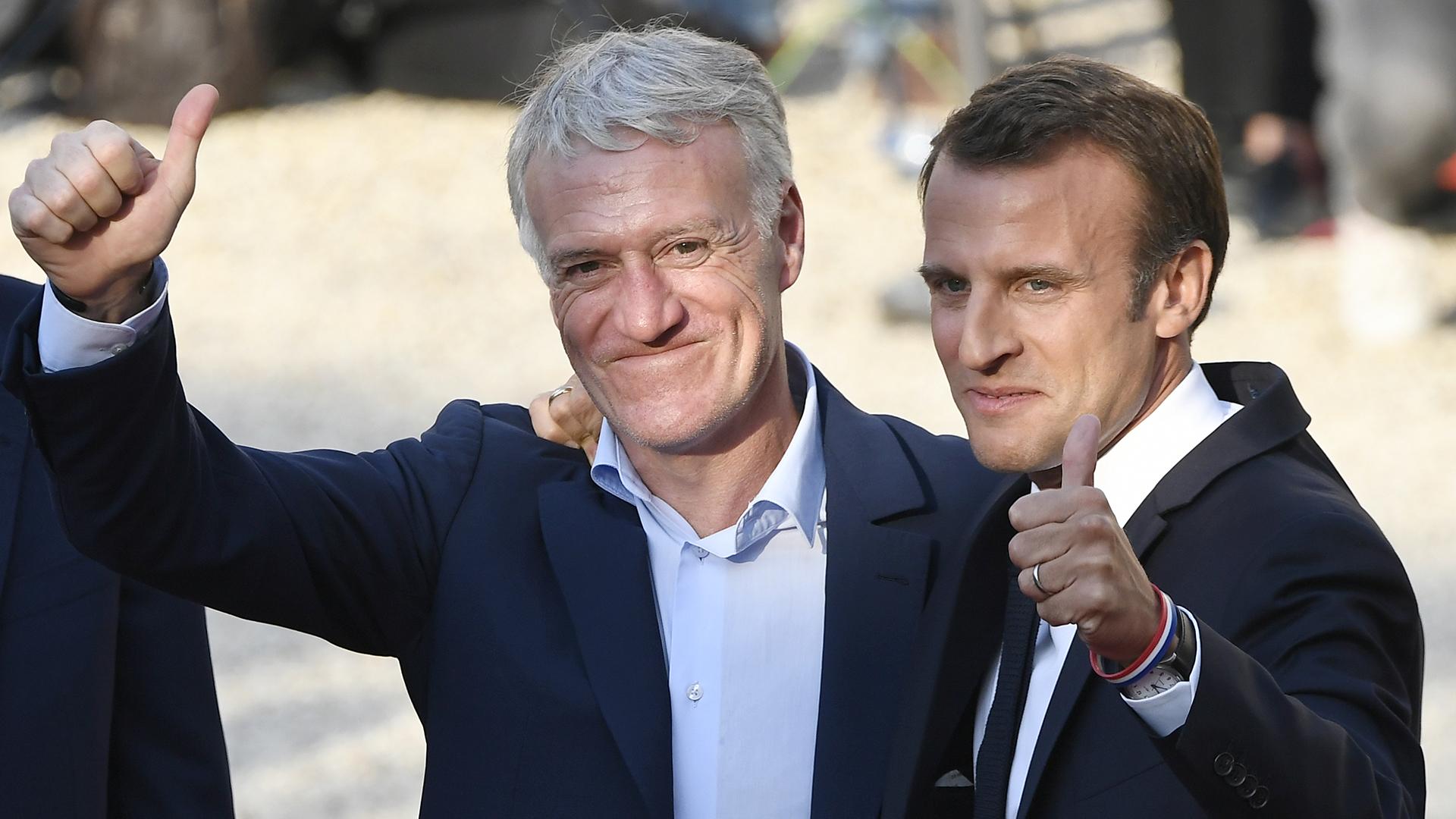 El entrenador del seleccionado, Didier Deschamps, junto al presidente de Francia, Emmanuel Macron