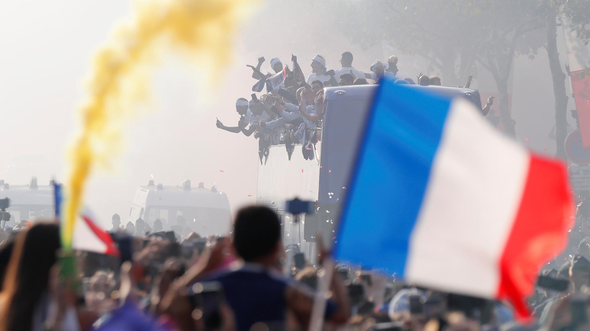 Las banderas de Francia coparon París