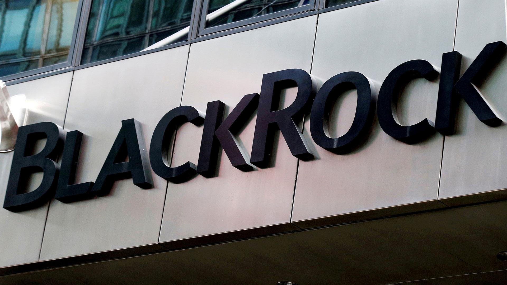 BlackRock creó un grupo de trabajo que determinará la estrategia de inversión de la institución en el mercado de criptoactivos (Reuters)