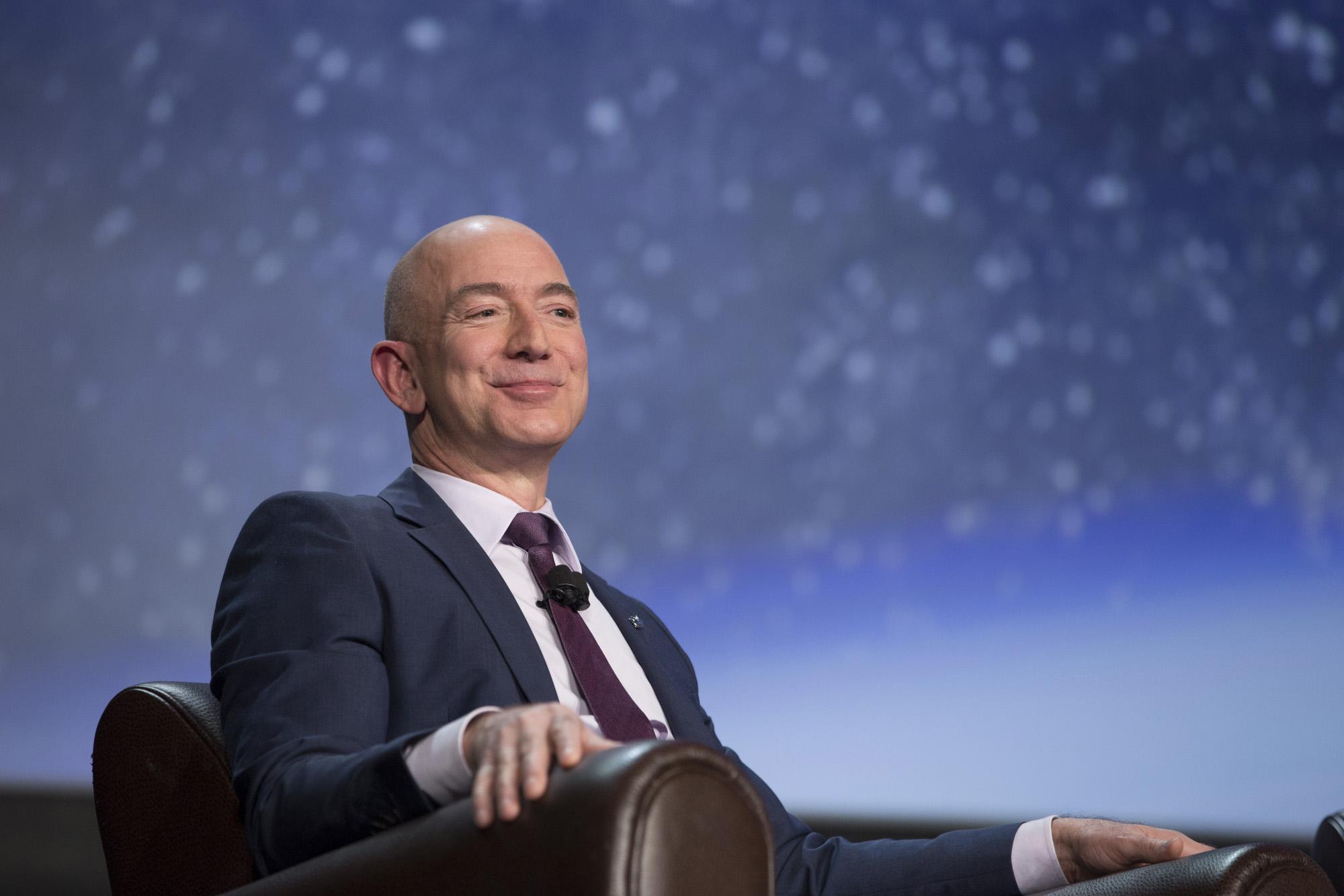Jeff Bezoshabló ante 1.400 personas sobre su vida y su empresa (Bloomberg / Matthew Staver)