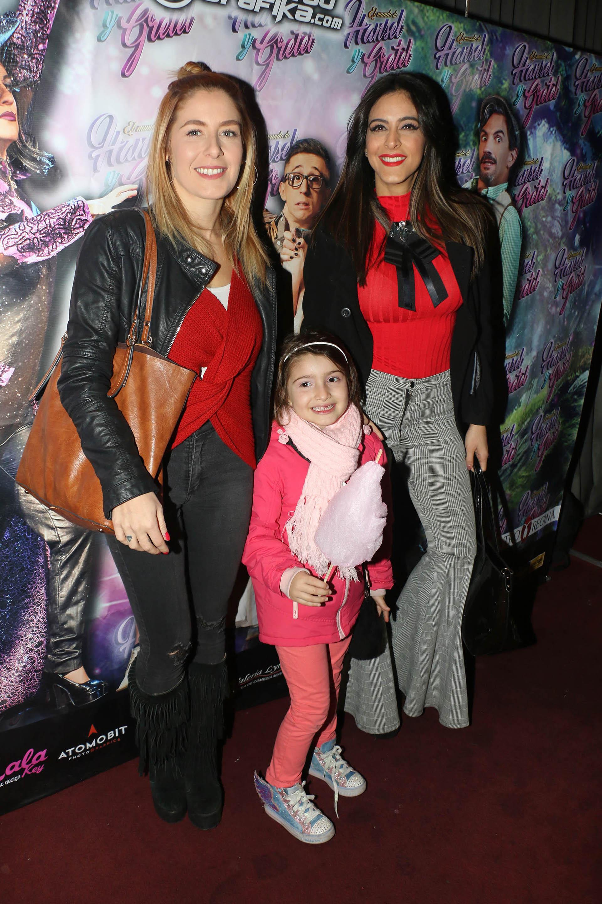 Celeste Muriega, con una amiga y su hija
