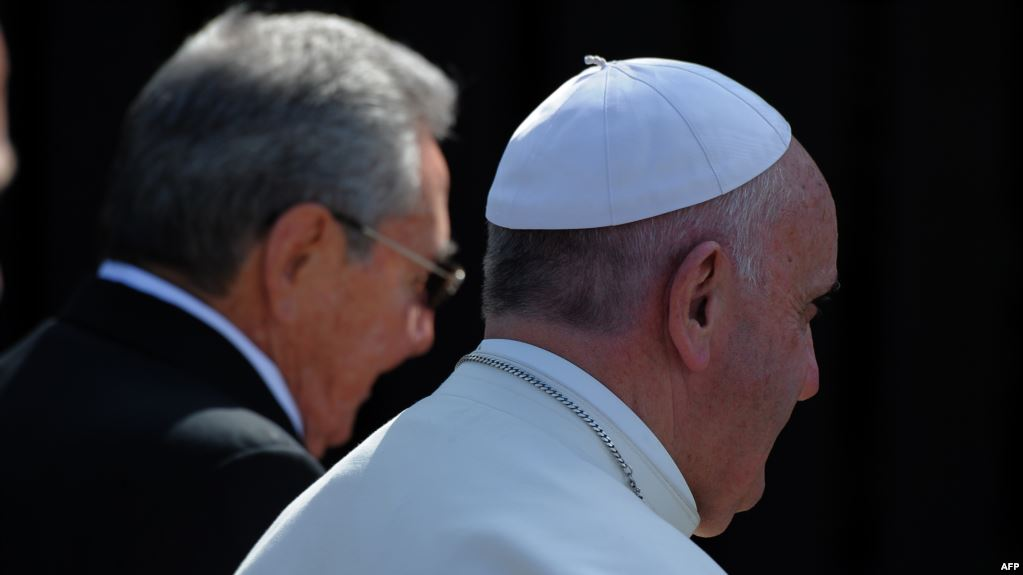 El Papa Francisco junto a Raúl Castro, en La Habana el 12 febrero de 2016 (Foto: Martí Noticias)