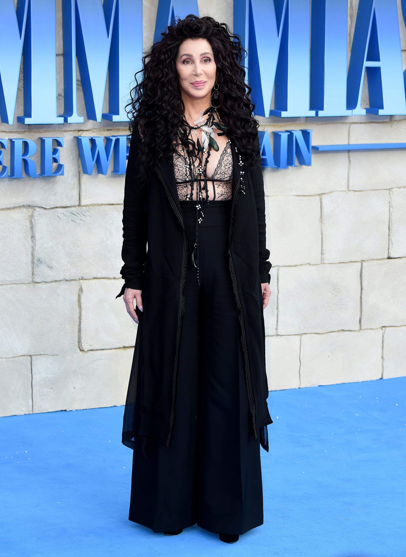 A los 72 años, Cher conserva su estilizada silueta y la seducción a flor de piel