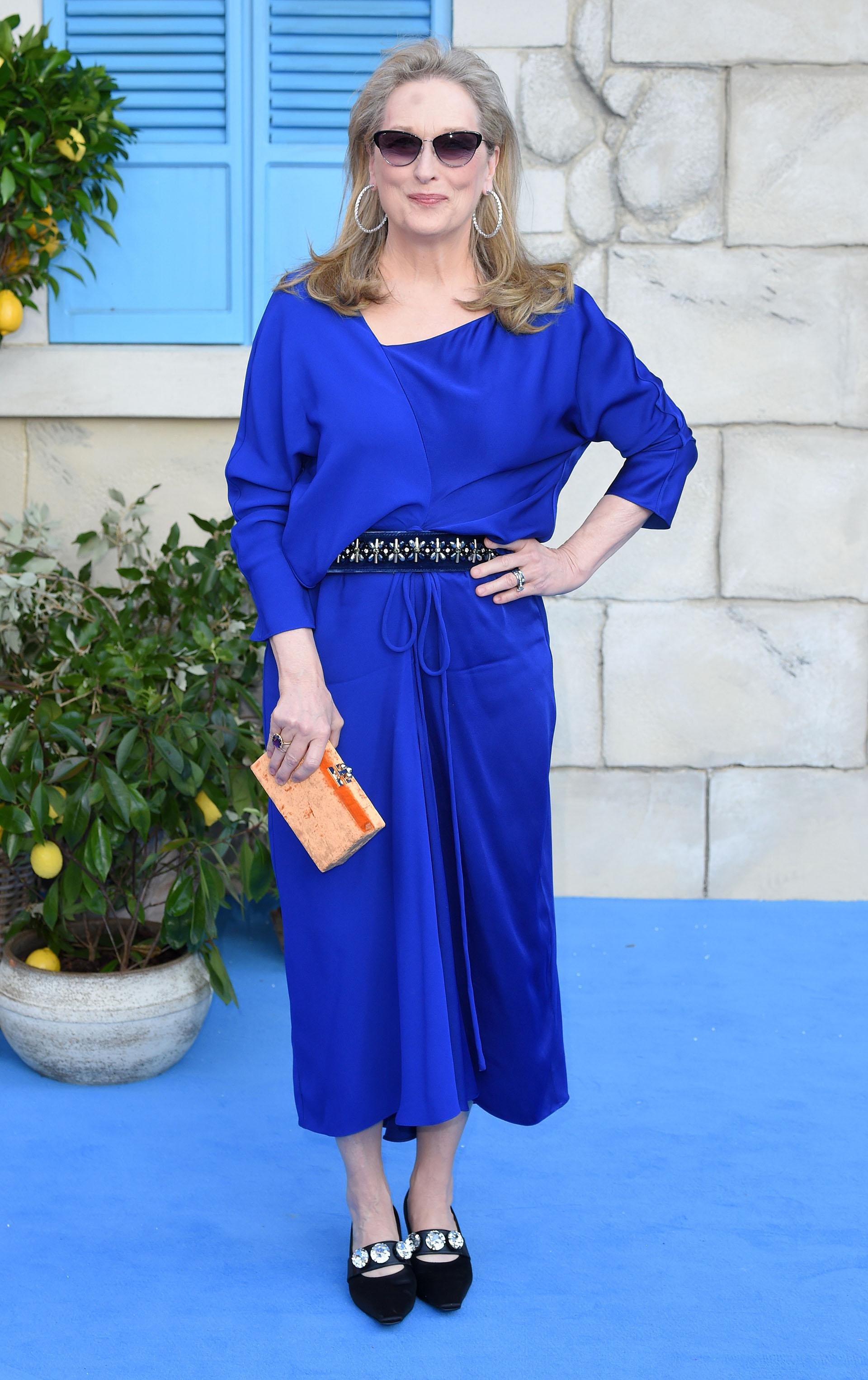 """Meryl Streep posa para la prensa internacional a su llegada a la premiere mundial de la película """"Mamma Mia! Here We Go Again"""", en Londres"""