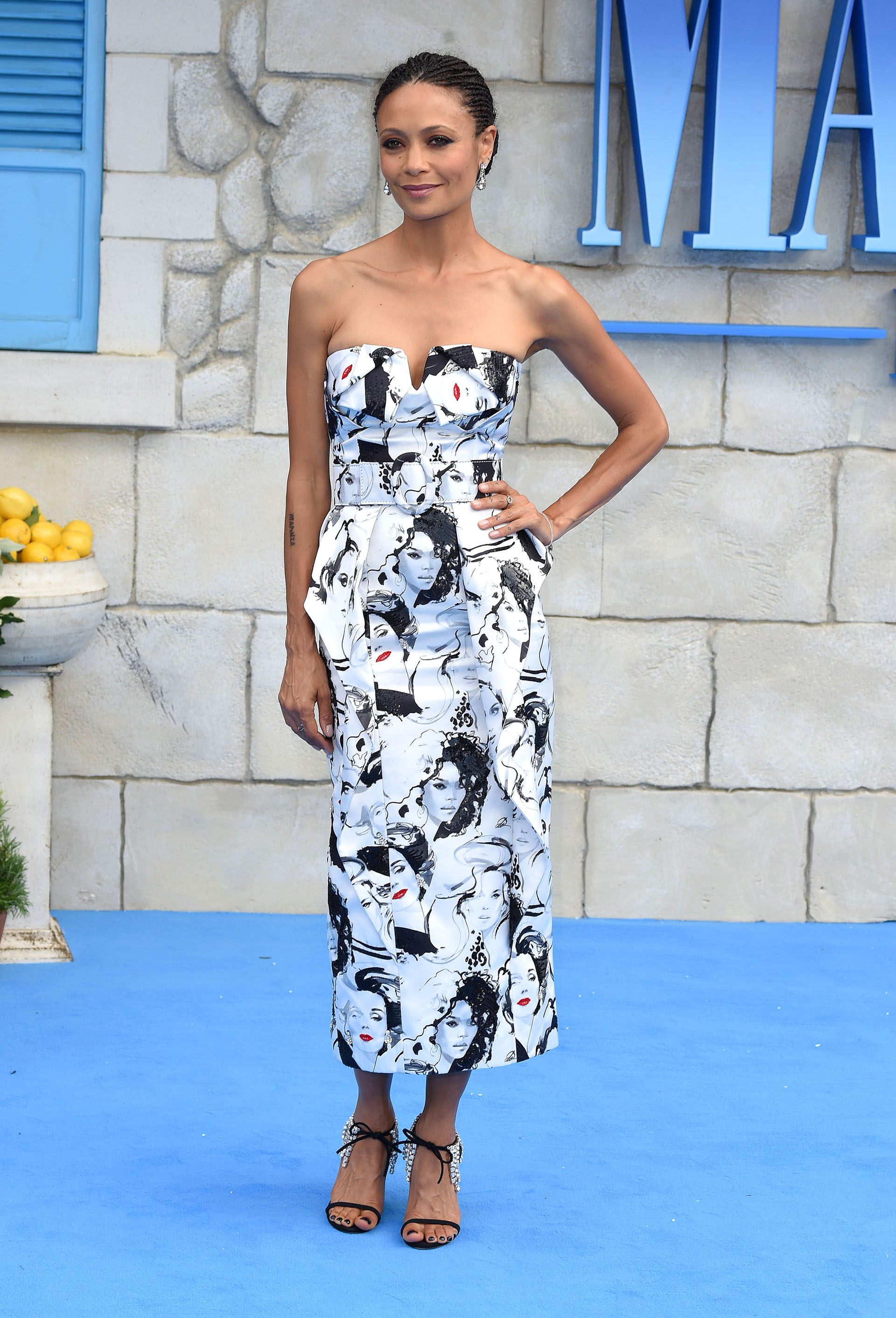 Thandie Newton y un original estampado /// Fotos: AFP