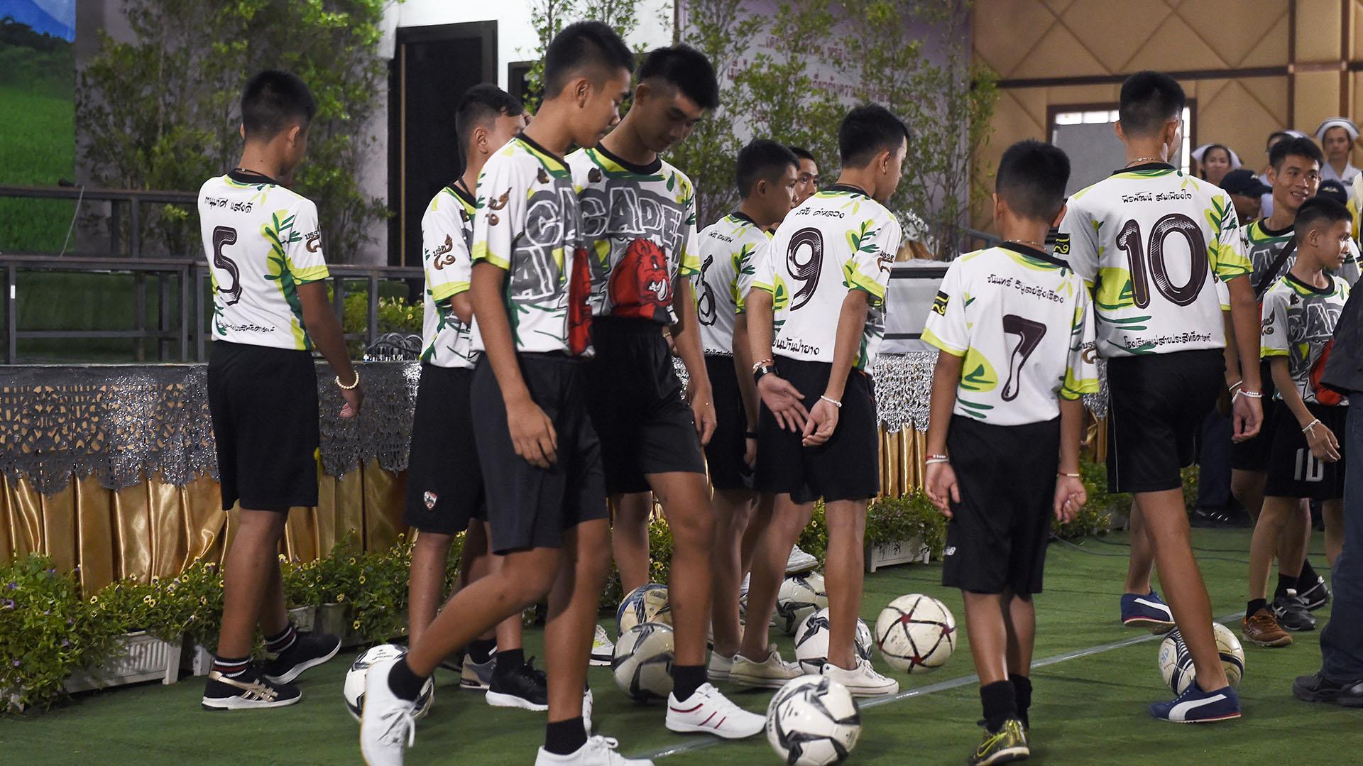 Luego de la conferencia, los menores realizaron algunos juegos de fútbol frente a las cámaras