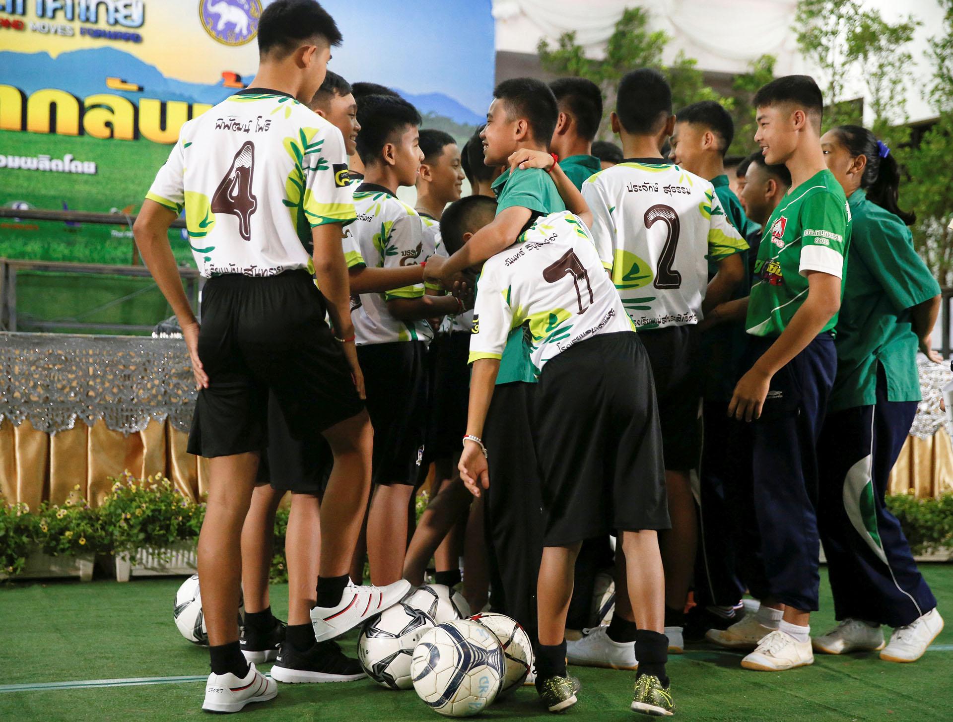 Los expertos advierten, sin embargo, que los jugadores del equipo de los Jabalíes Salvajes y su entrenador podrían sufrir trastornos de larga duración a raíz de su experiencia en la cueva de Tham Luang, en el norte de Tailandia