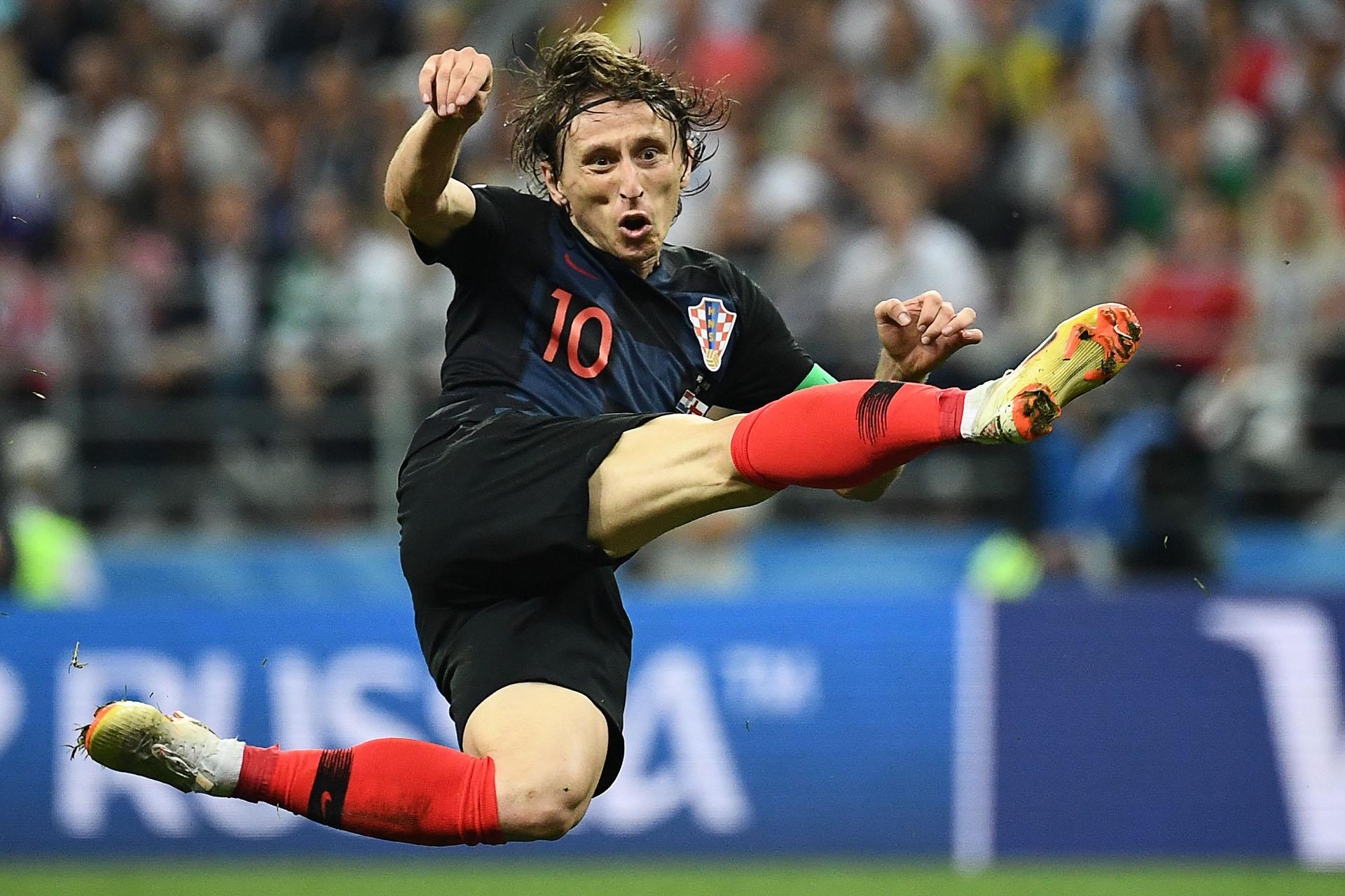 Extraordinaria pirueta de Luka Modric durante las semifinales contra Inglaterra