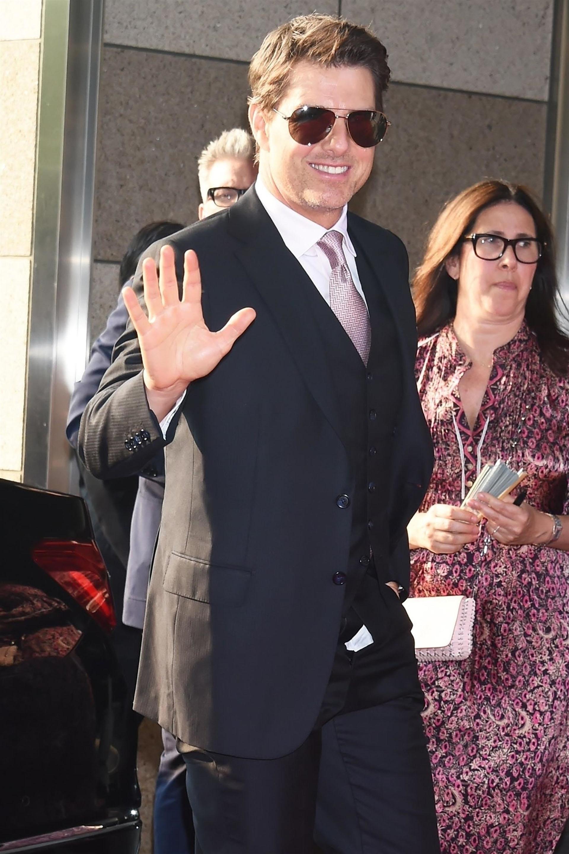 """Tom Cruise asistió al estreno de la película """"Misión imposible: fallout"""" con el cierre de su pantalón desabrochado. ¡Qué descuido! (The Grosby Group)"""
