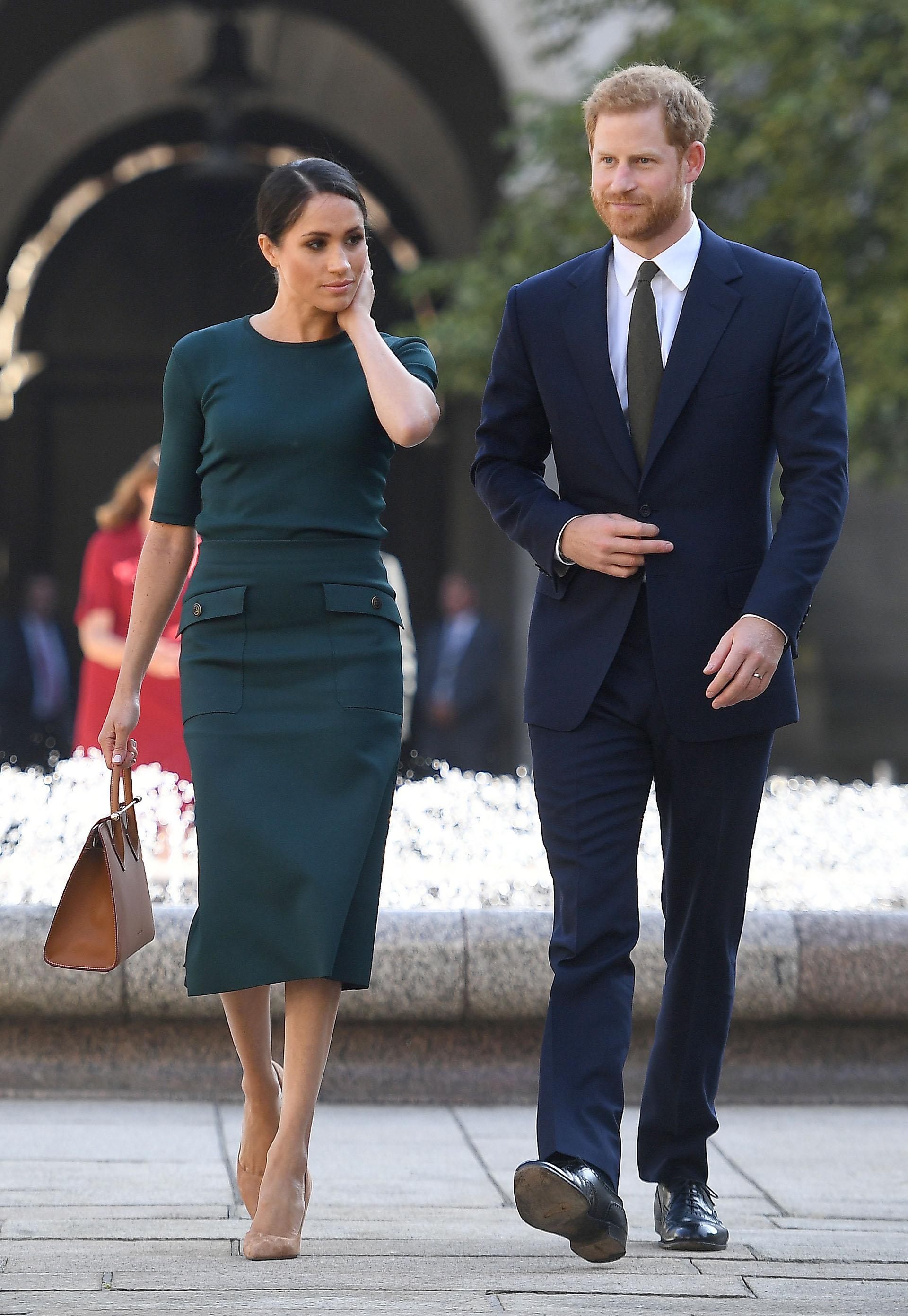 Viaje oficial a Dublín, la Duquesa sorprendió por la elección de su exclusivo vestuario de viaje