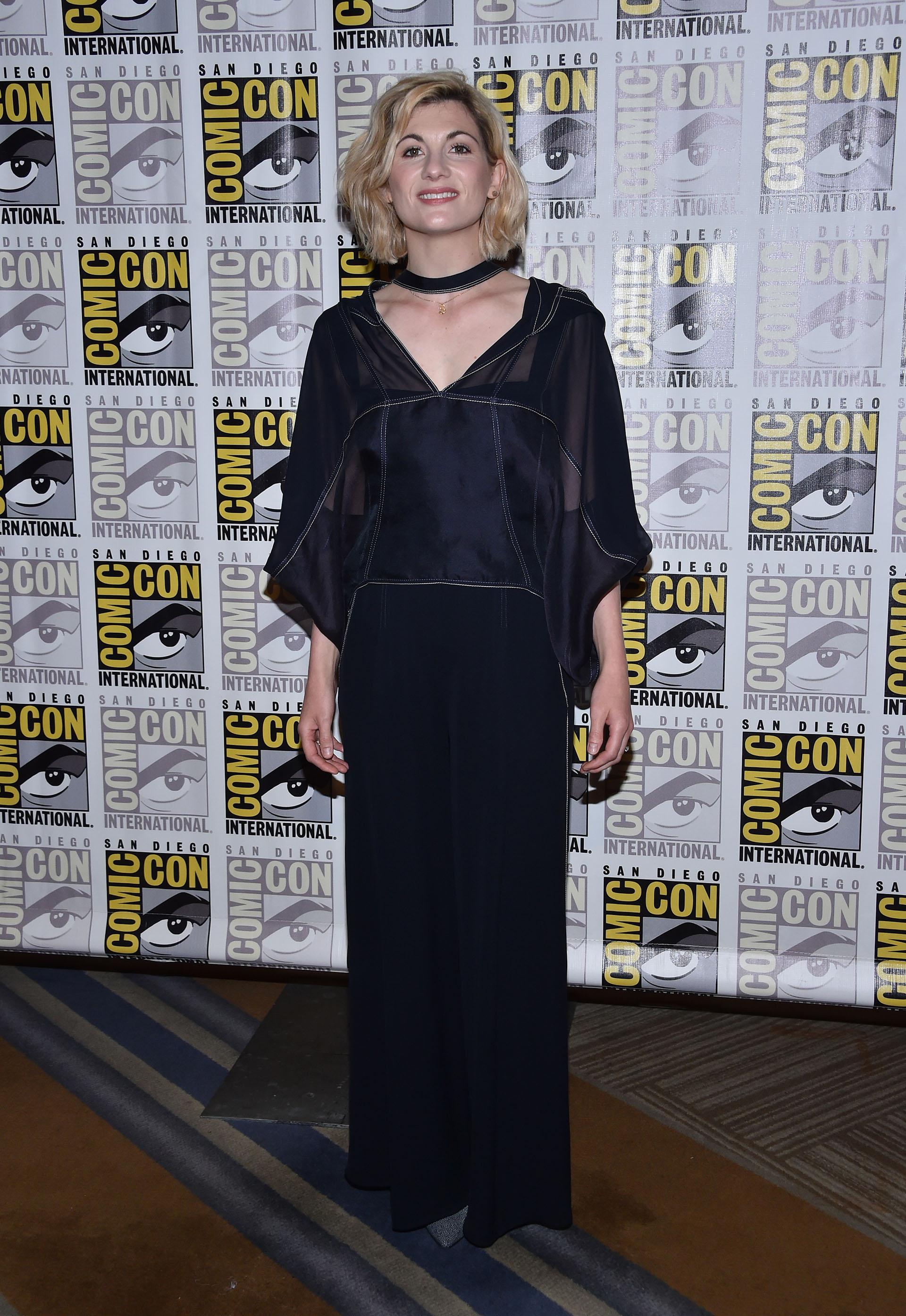 Jodie Whittaker eligió un vestido largo pero de estilo informal