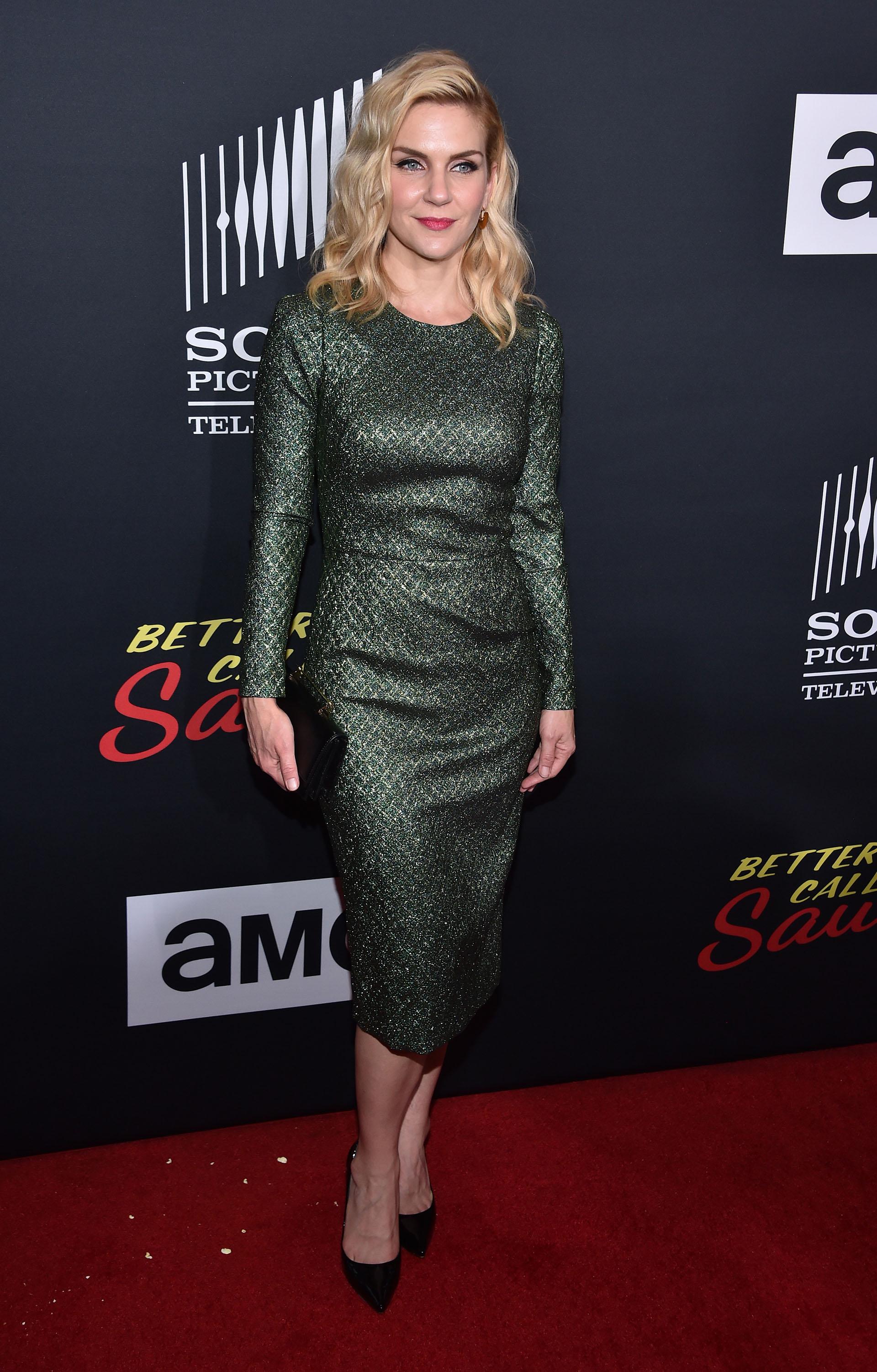 Elegante y formal, así llegó Rhea Seehorn a la red carpet de una nueva edición de Comic Con, en San Diego