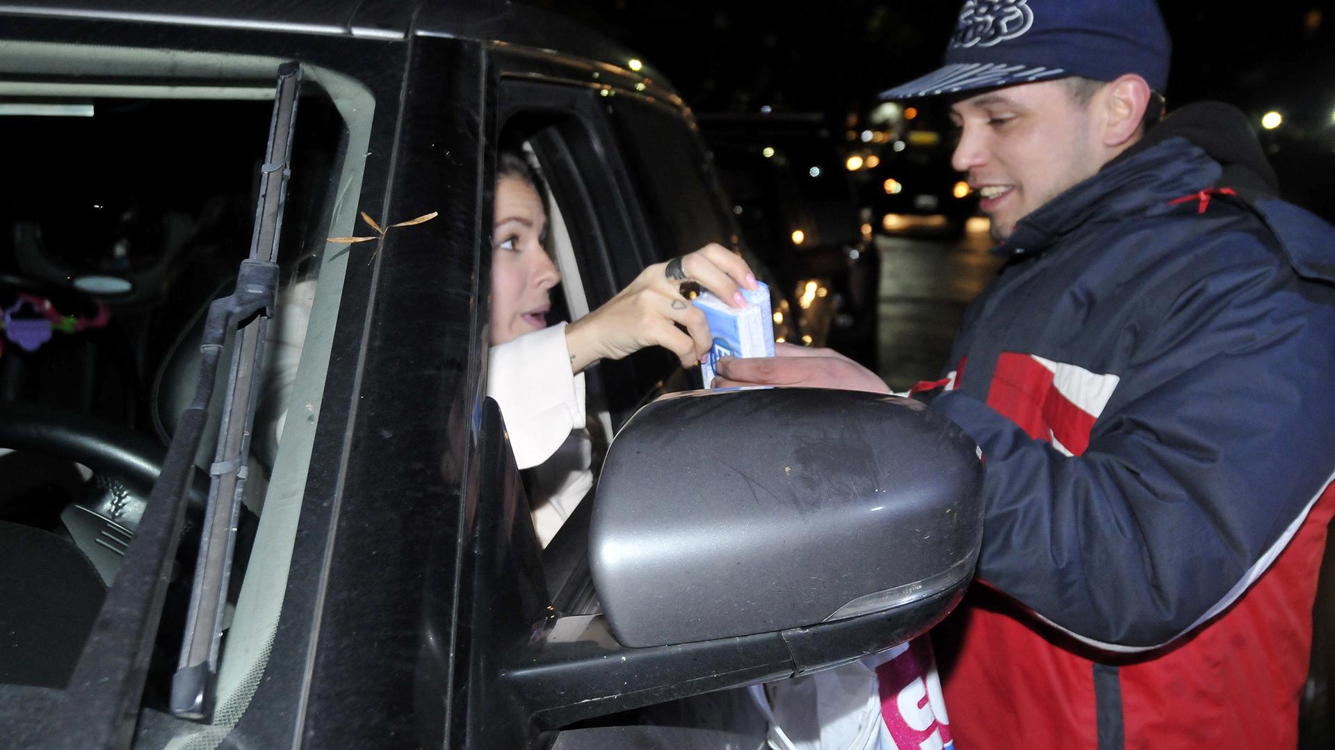 ¡Y le dejó una propina muy generosa! Bien por ella (Fotos: Teleshow)