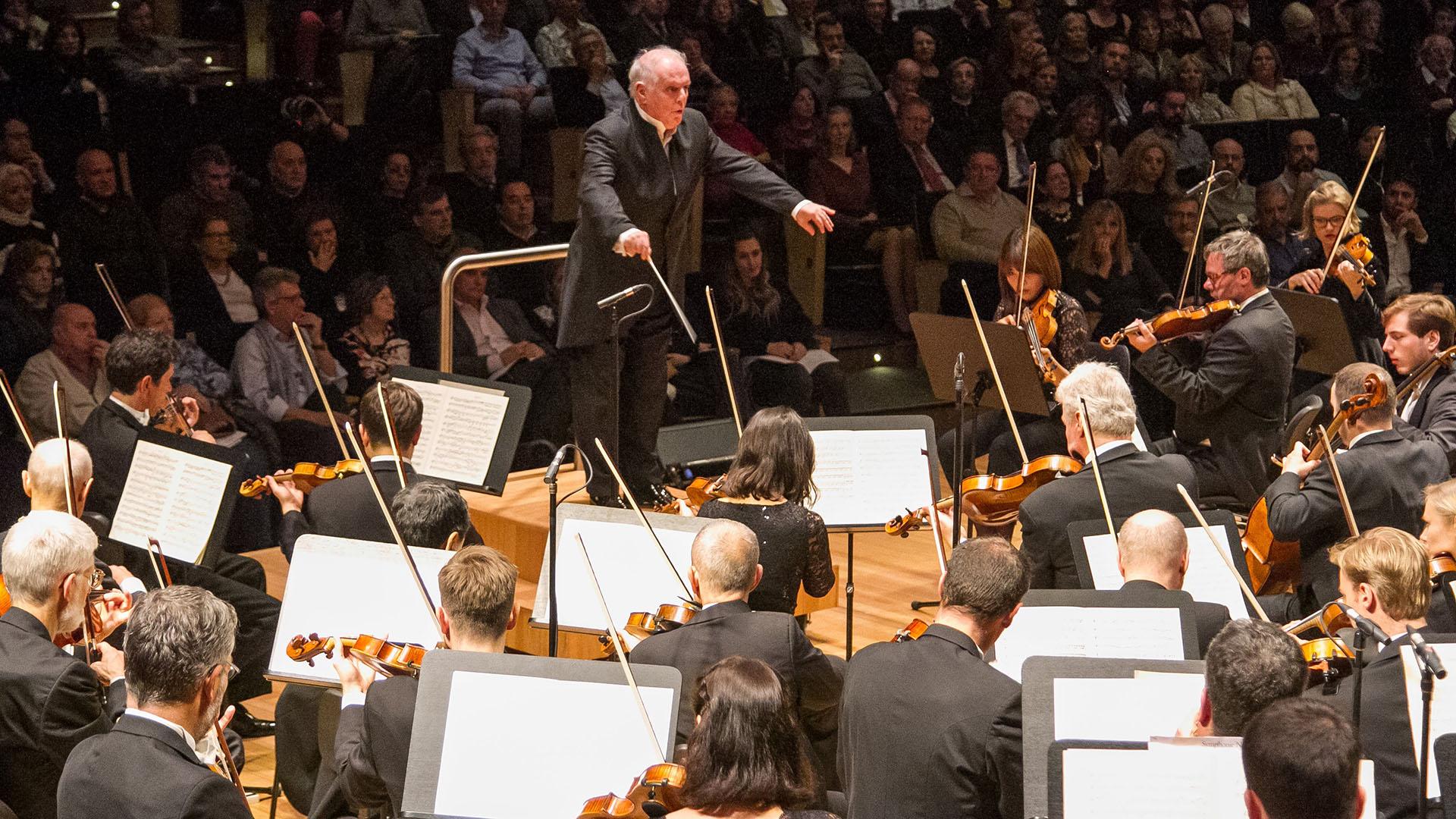 En el marco del Festival Bareinbom, el gran maestro estuvoal frente de la orquesta en dos ciclos completos de las sinfonías de Johannes Brahms: se escucharon la n° 1 en do menor, opus 68, y la n° 2 en re mayor, opus 73; también, la n° 3 en fa mayor, opus 90, y la n° 4 en mi menor, opus 98