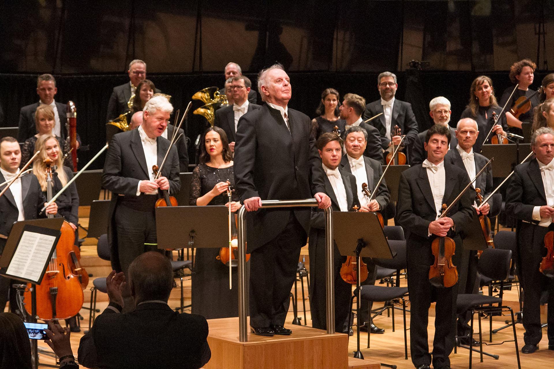 En uno de los acontecimientos musicales más relevantes del 2018, la Staatskapelle Berlin(Orquesta Estatal de Berlín, Alemania), dirigida porDaniel Barenboim, ofreció cinco conciertos en la Sala Sinfónica delCCK. Además, el maestro se presentó en Teatro Colón con la ópera Tristán e Isolda, y en un concierto gratuito en la Plaza del Vaticano