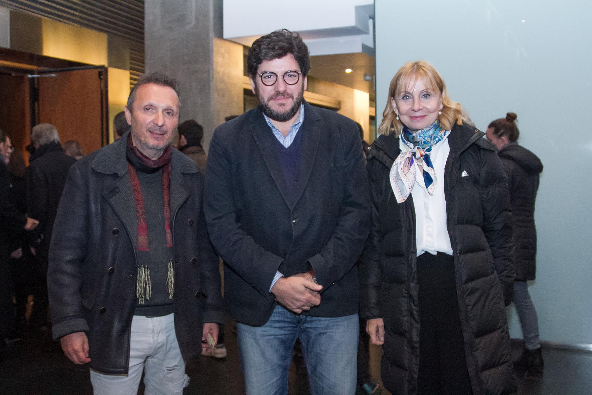 El galerista Daniel Maman junto al ministro de Cultura, Pablo Avelluto y la directora del Teatro Colón, María Victoria Alcaraz