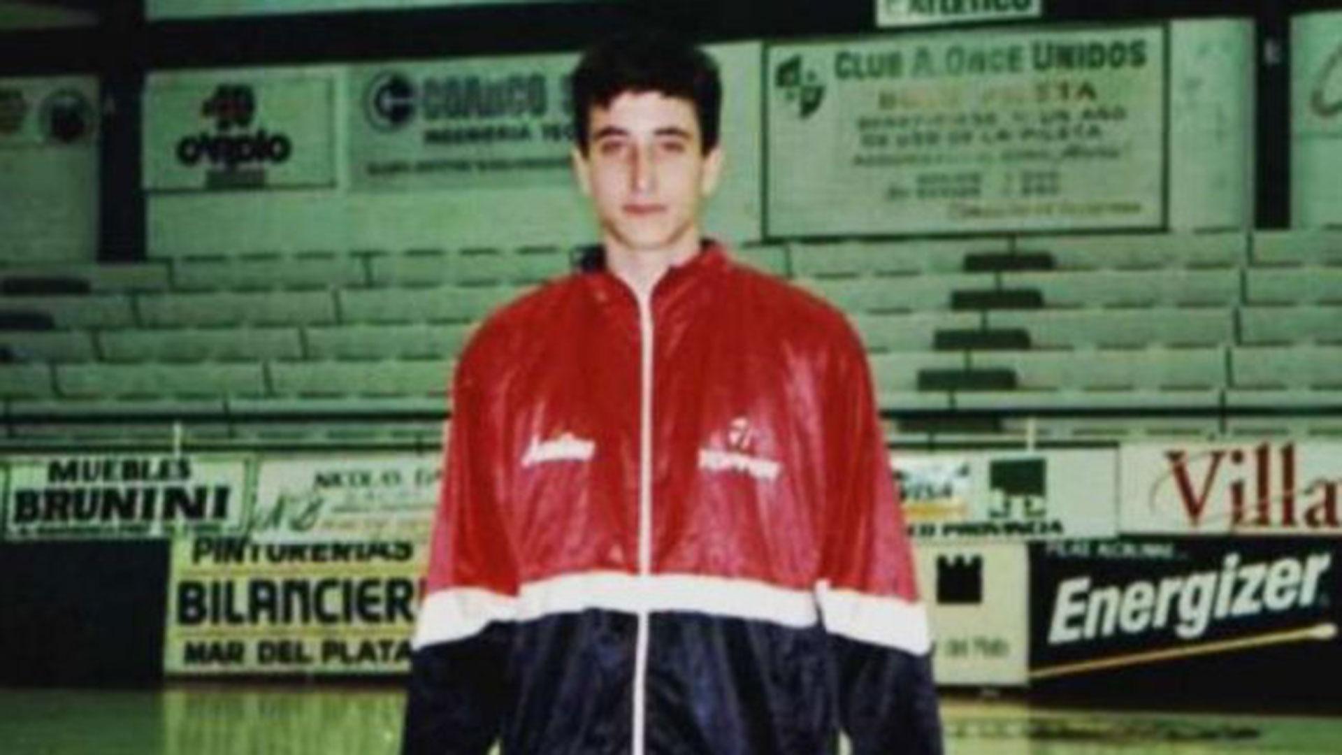 Su debut en la Liga Nacional fue en Andino de La Rioja en 1995
