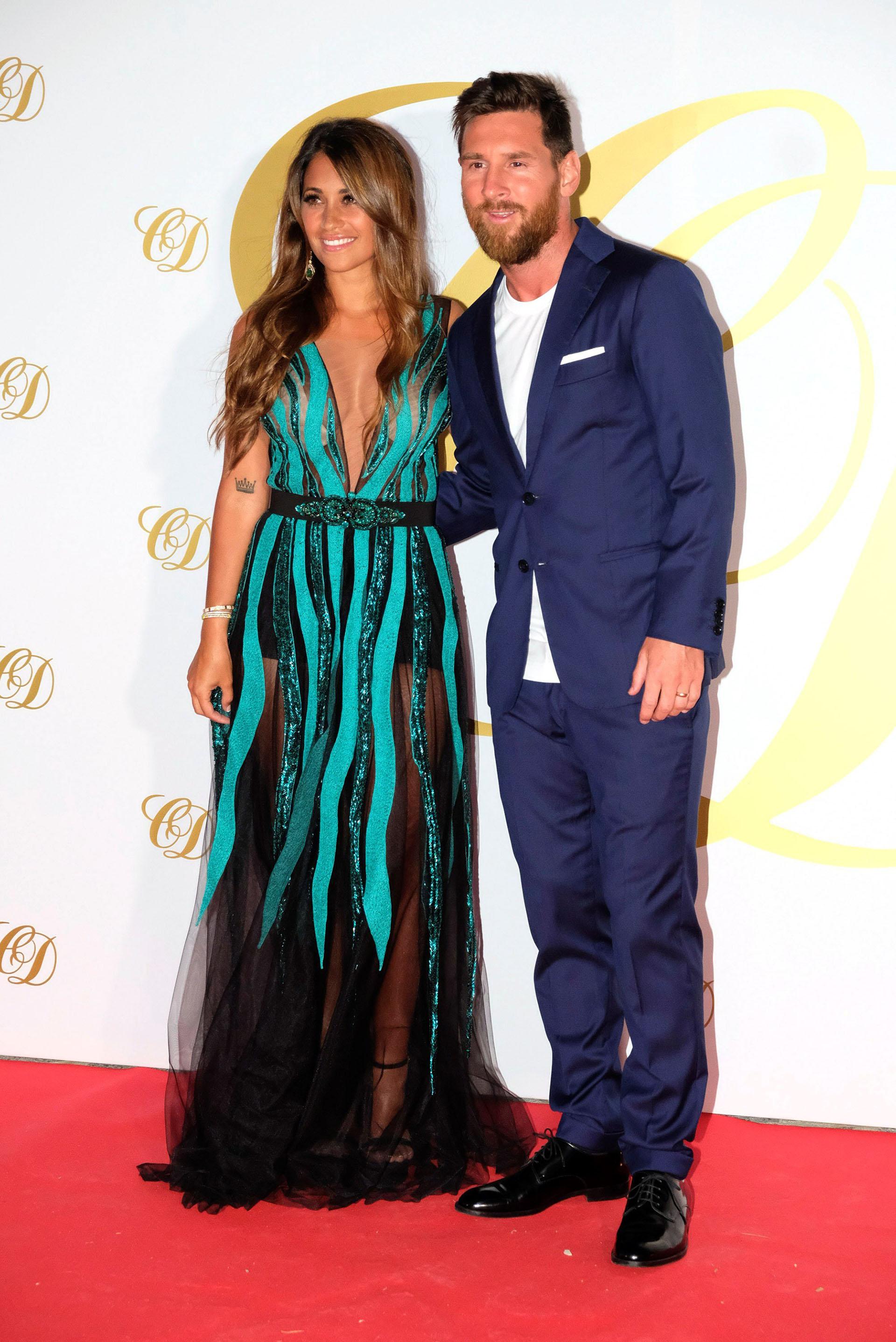 Lionel y Antonela frenaron sus vacaciones por unas horas para asistir a la boda en Ibiza