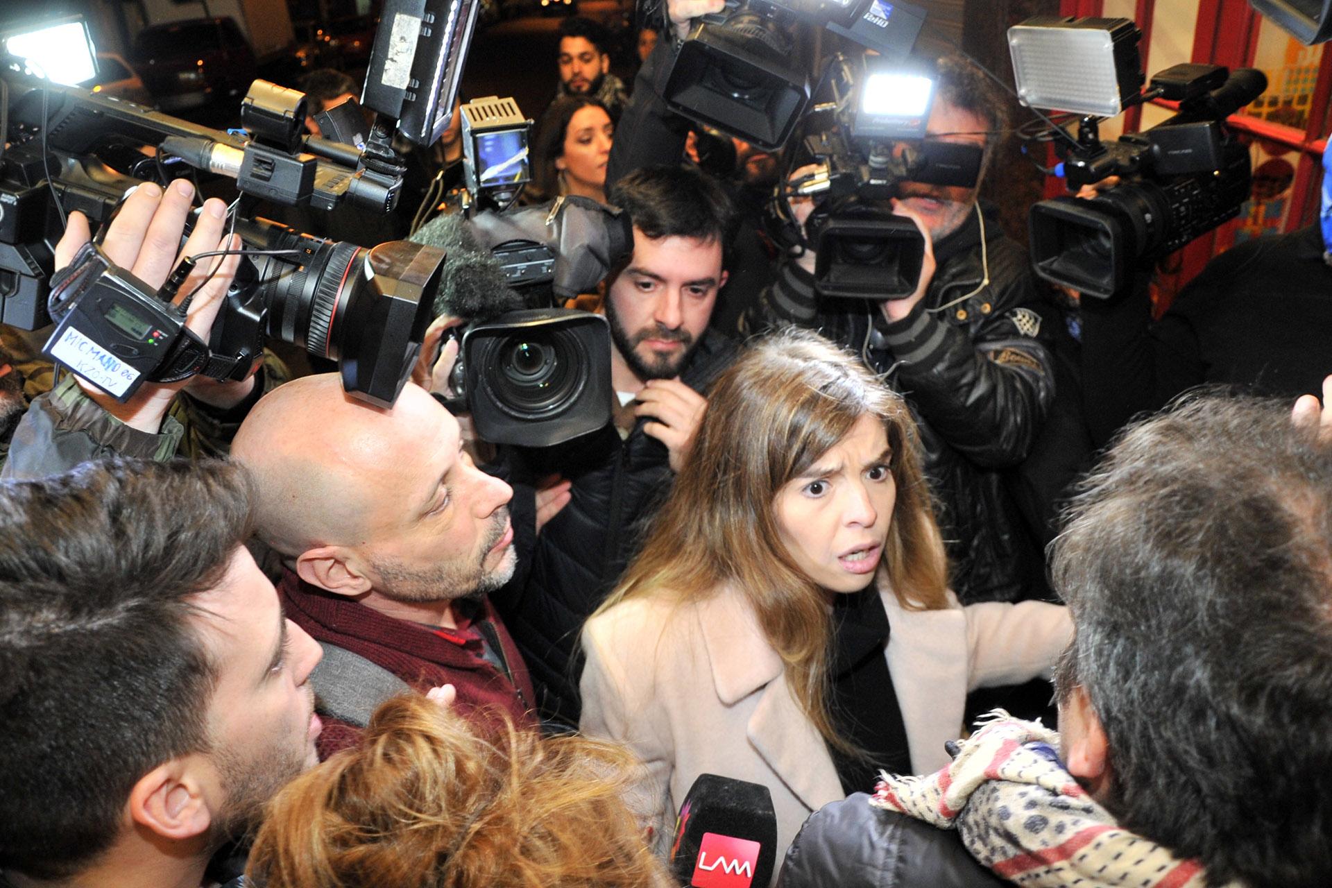 """Dalma Maradona fue a ver la obra """"Se alquila"""" en el teatro Buenos Aires. Se generó un caos a la salida del teatro Buenos Aires y la actriz se enojó con los trabajadores de prensa (Teleshow)"""