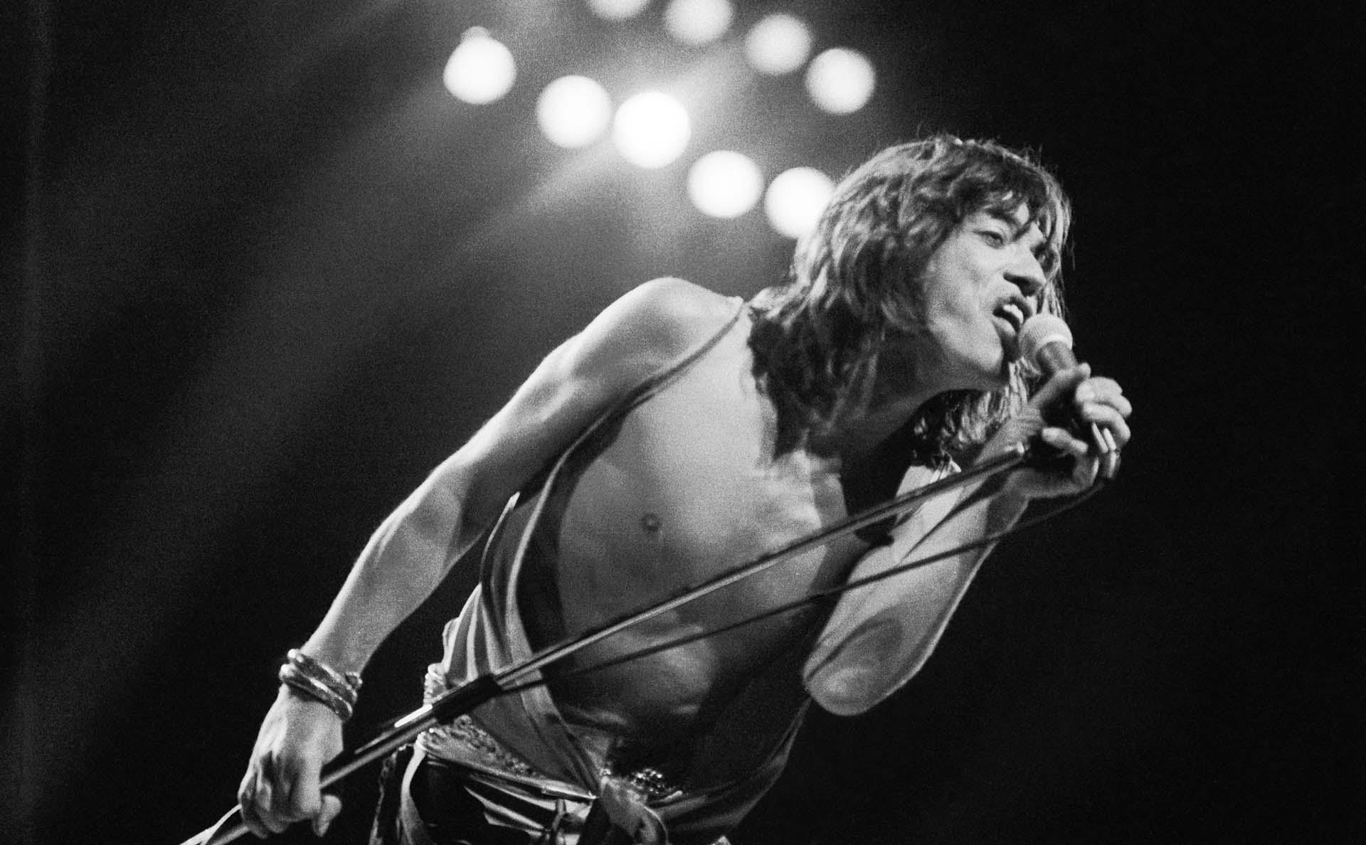 Mick Jagger actuando con los Rolling Stones en el Festival de Knebworth, Hertfordshire, el 21 de agosto de 1976.