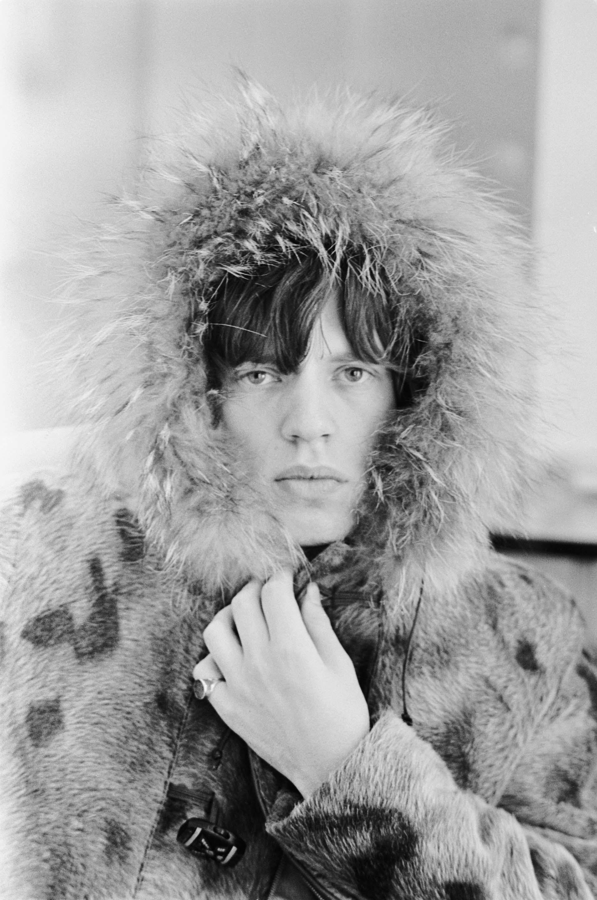 El cantante, con una parka forrada de piel, en 1965.