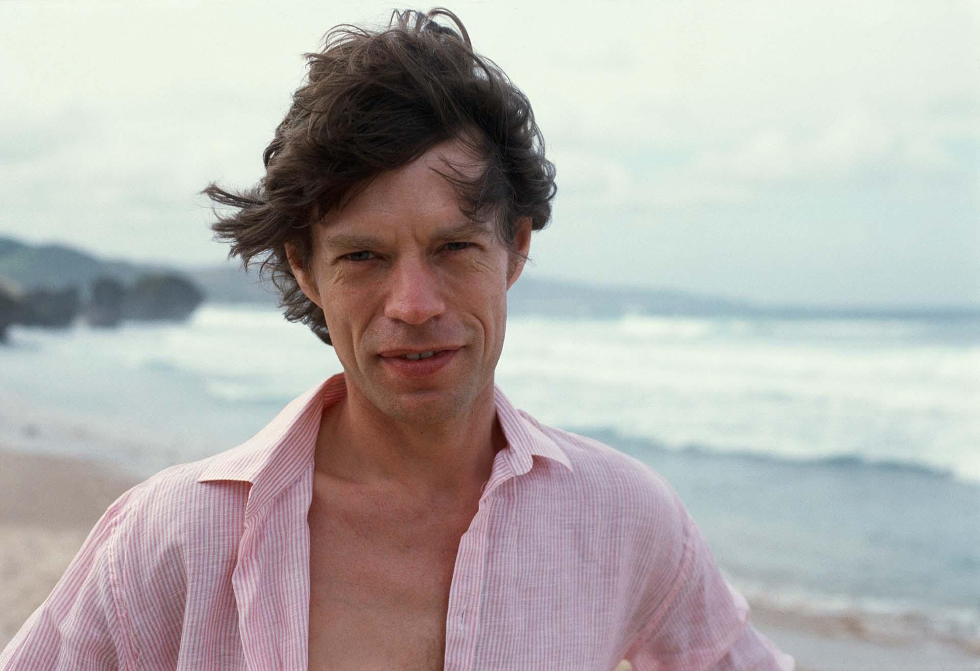 Mick Jagger en la playa de Barbados, justo antes de cumplir 40 años.