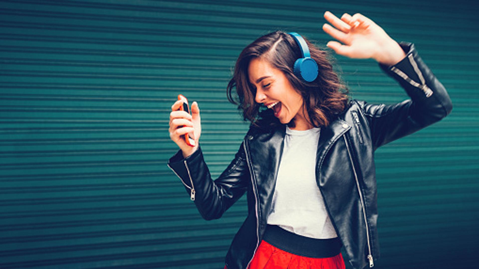 Las nuevas tecnologías de conectividad móvil están integradas a las vidas de los adolescentes.