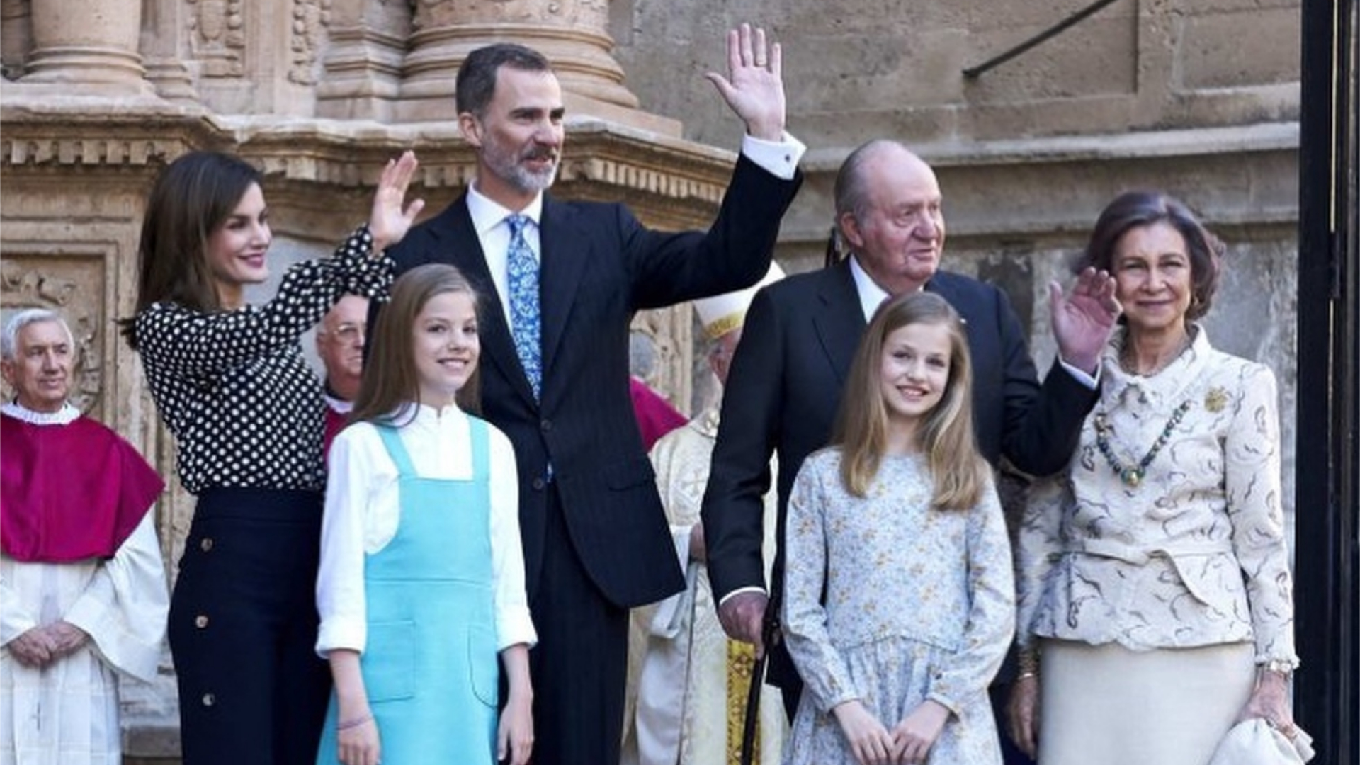 En una celebración de Pascuas quedó en evidencia la mala relación entre Letizia y Sofía. Una situación que data de tiempo pese a que se trató de ocultar. Los medios señalaron que Letizia impidó a su suegra posar ante los fotógrafos con sus nietas.