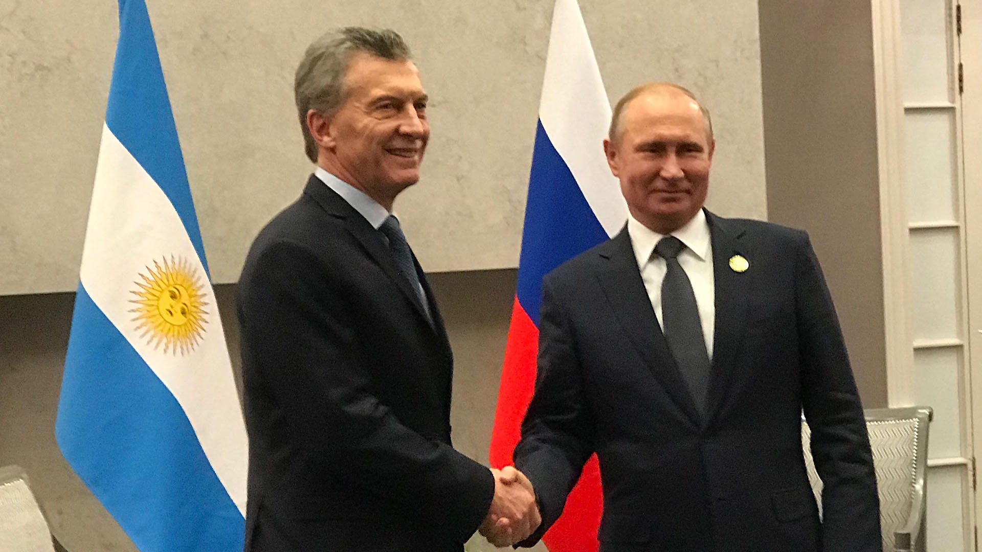 Mauricio Macri y Vladimir Putin se saludan en Sudáfrica (Foto: Presidencia)