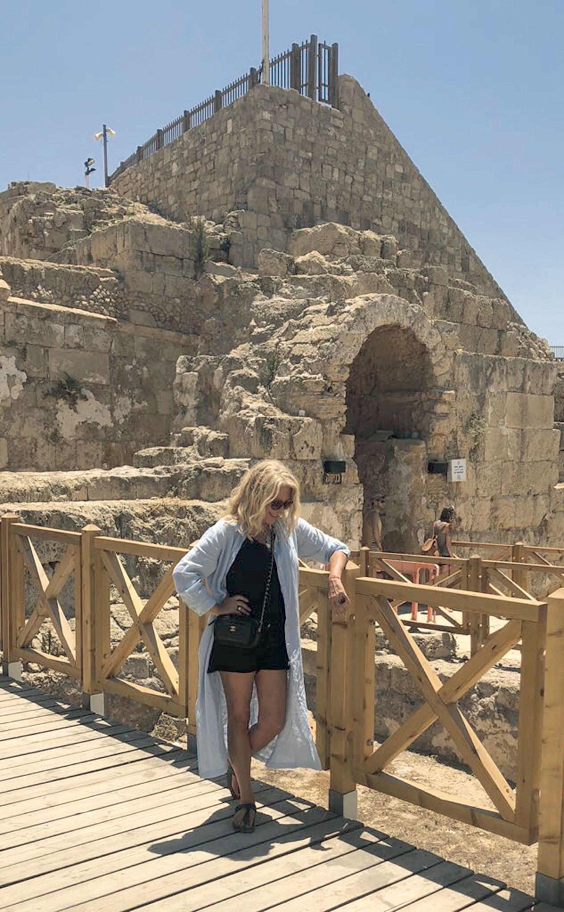 Reina en Cesárea, sobre la costa mediterránea israelí.