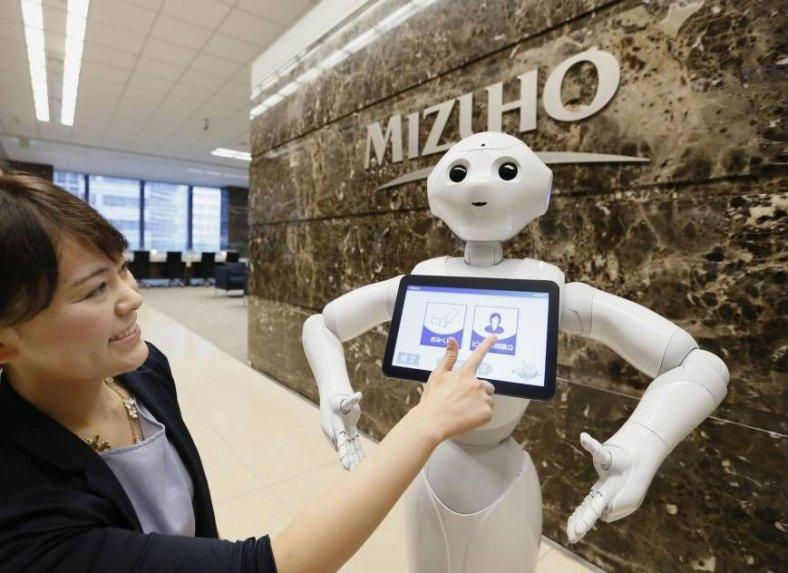 El robot Pepper en el banco de Tokio