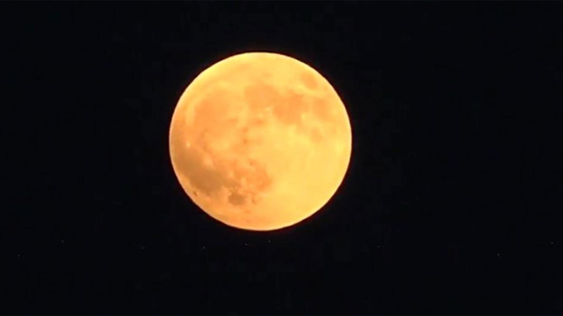 La primera imagen del eclipse de este 27 de julio enel cielo de Grecia