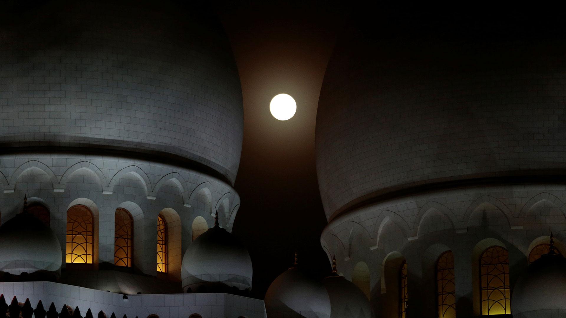 Abu Dhabi.El fenómeno completo comenzará a las 17:14 GMT y terminará a las 23:28 GMT