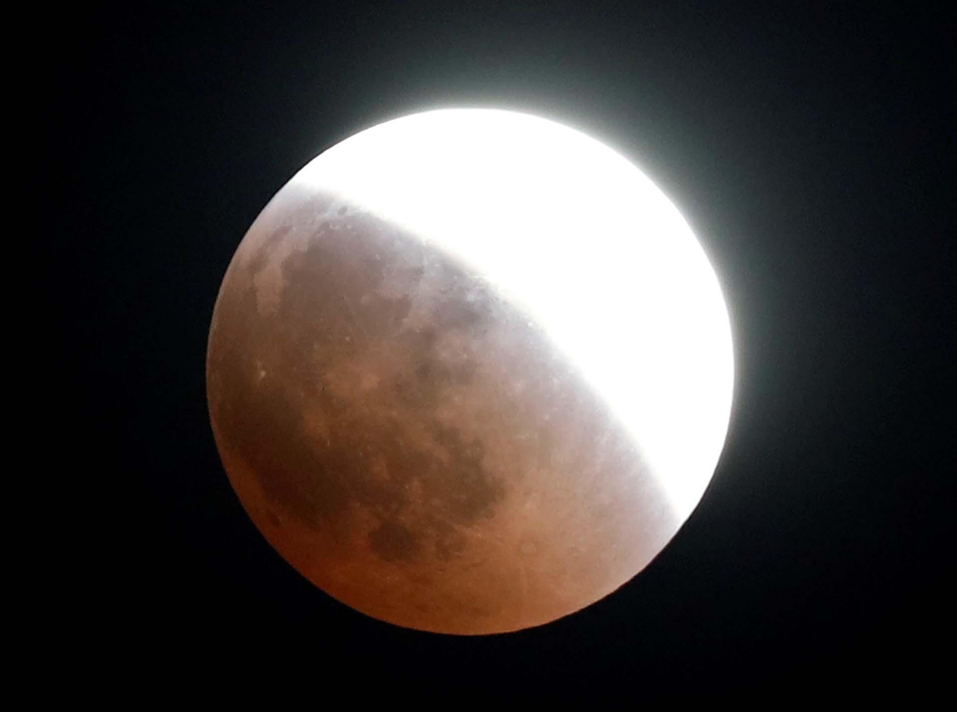 """La """"Luna de Sangre"""" en El Cairo, Egipto"""