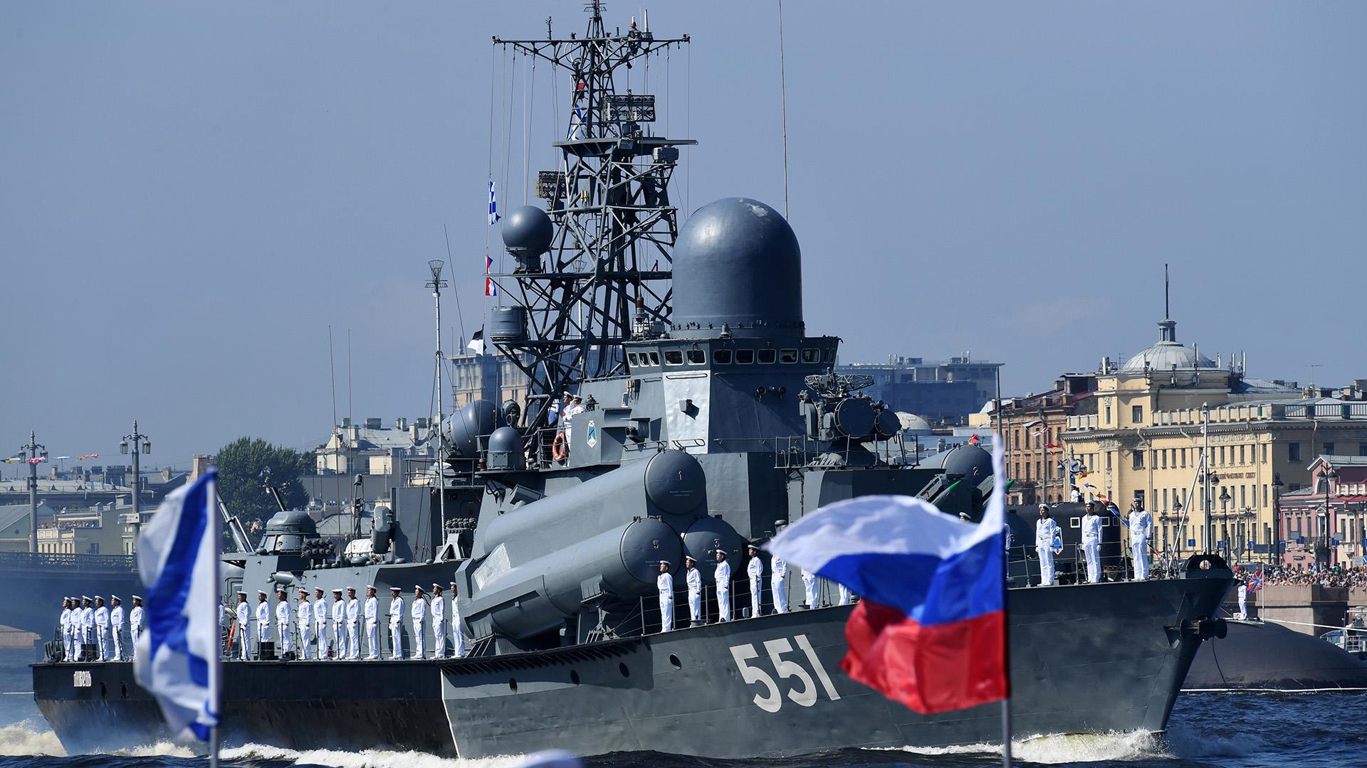 Las naves surcaron el río Neva