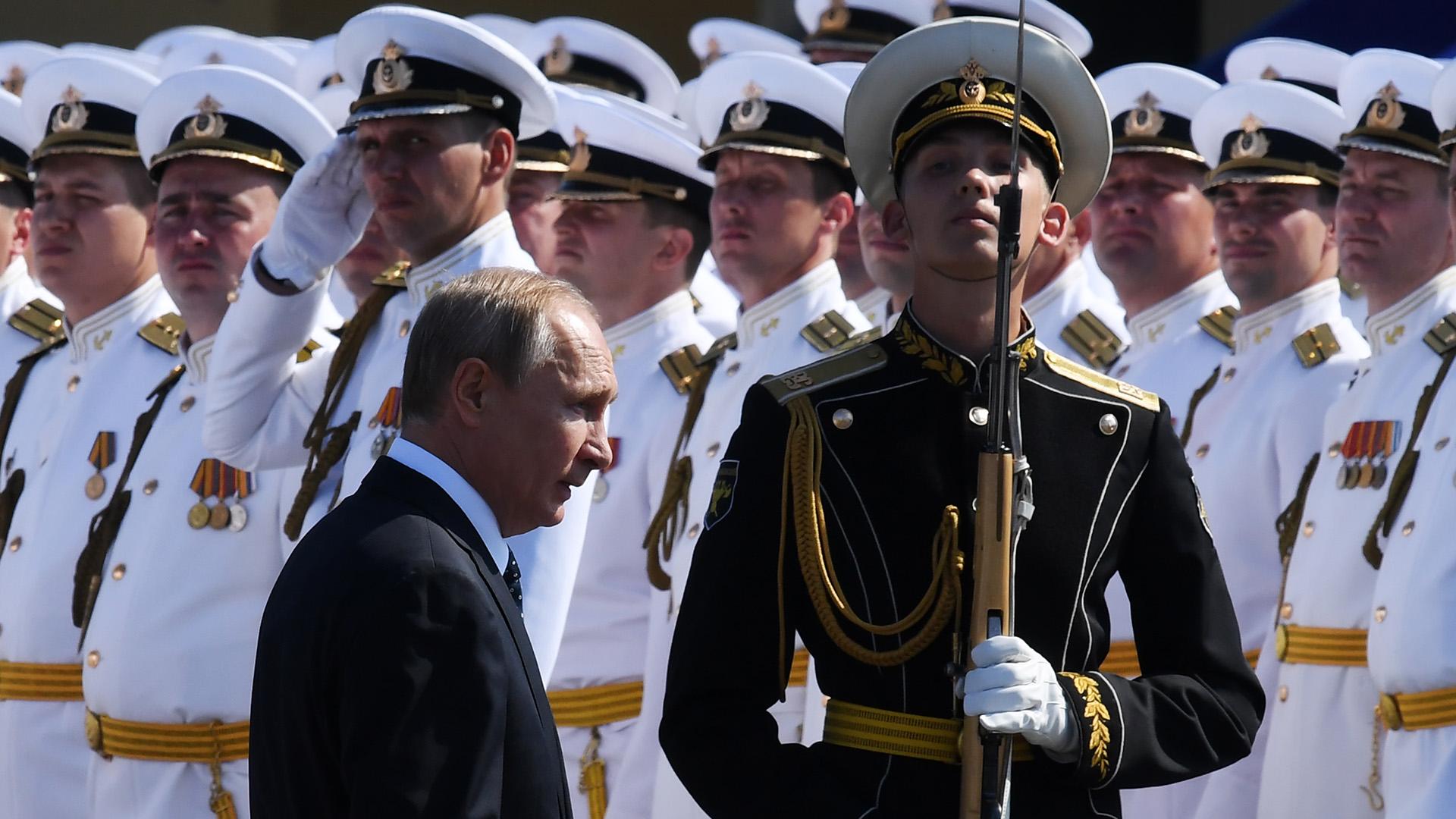 """Putin también agradeció a los marineros rusos, que mantienen el estatus de la Armada nacional como """"impertérrita e indestructible""""."""