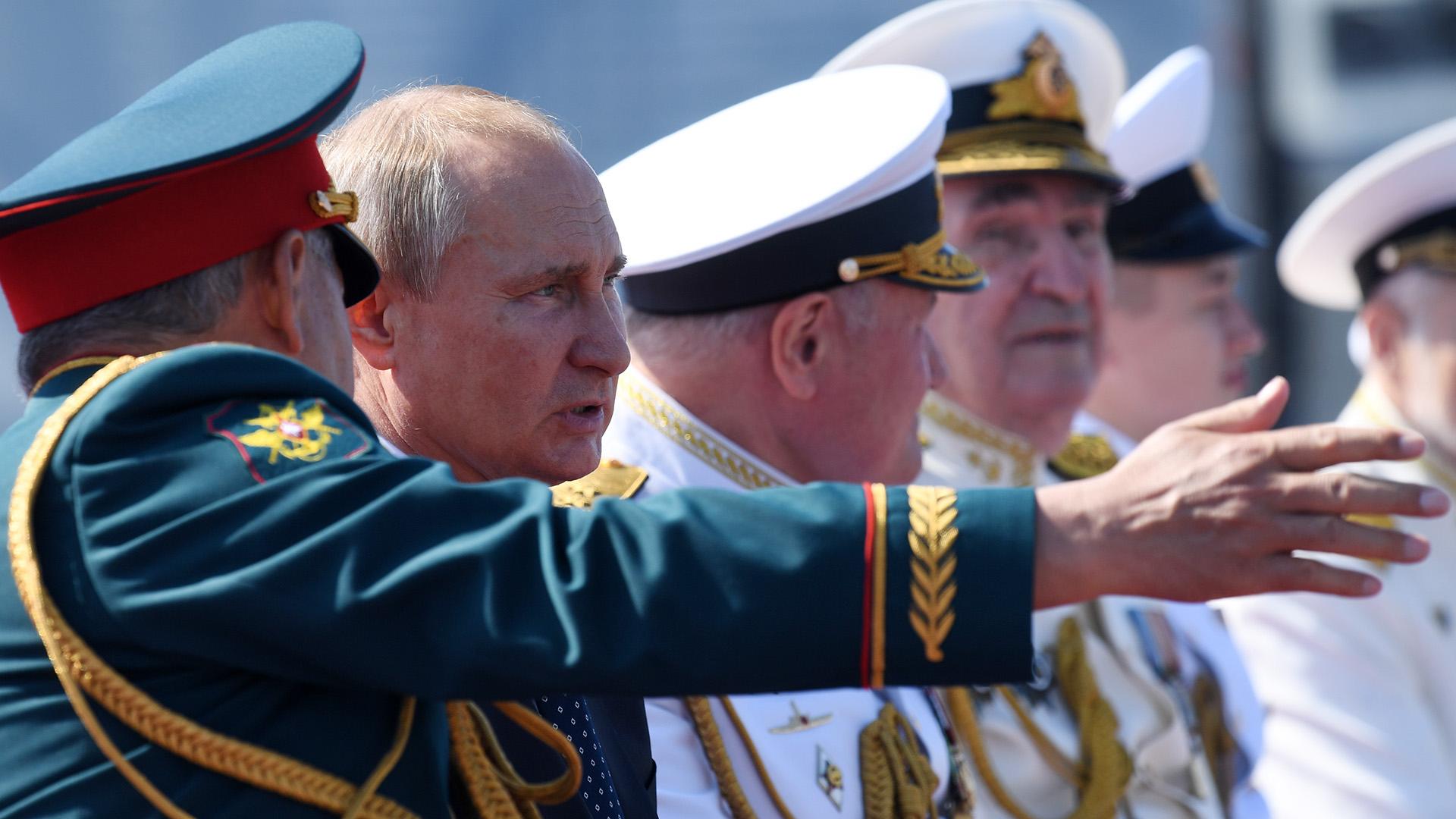 """Putin agregó que la historia de la flota rusa es una historia de """"coraje"""", """"valentía"""" y fuerza de espíritu de sus marineros"""