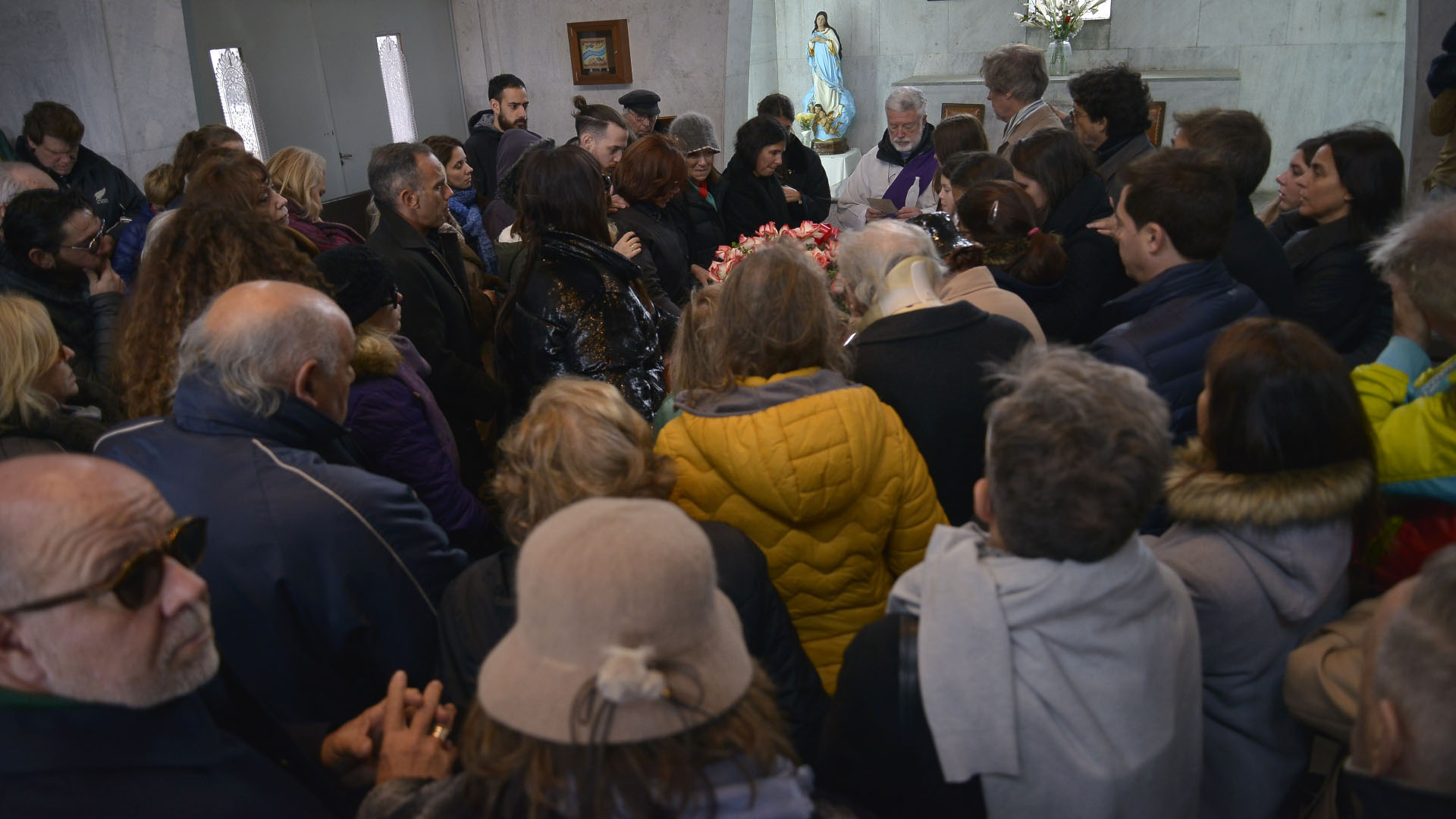 Familiares y amigos de la familia Bredeson participaron de la misa para despedir al actor y director