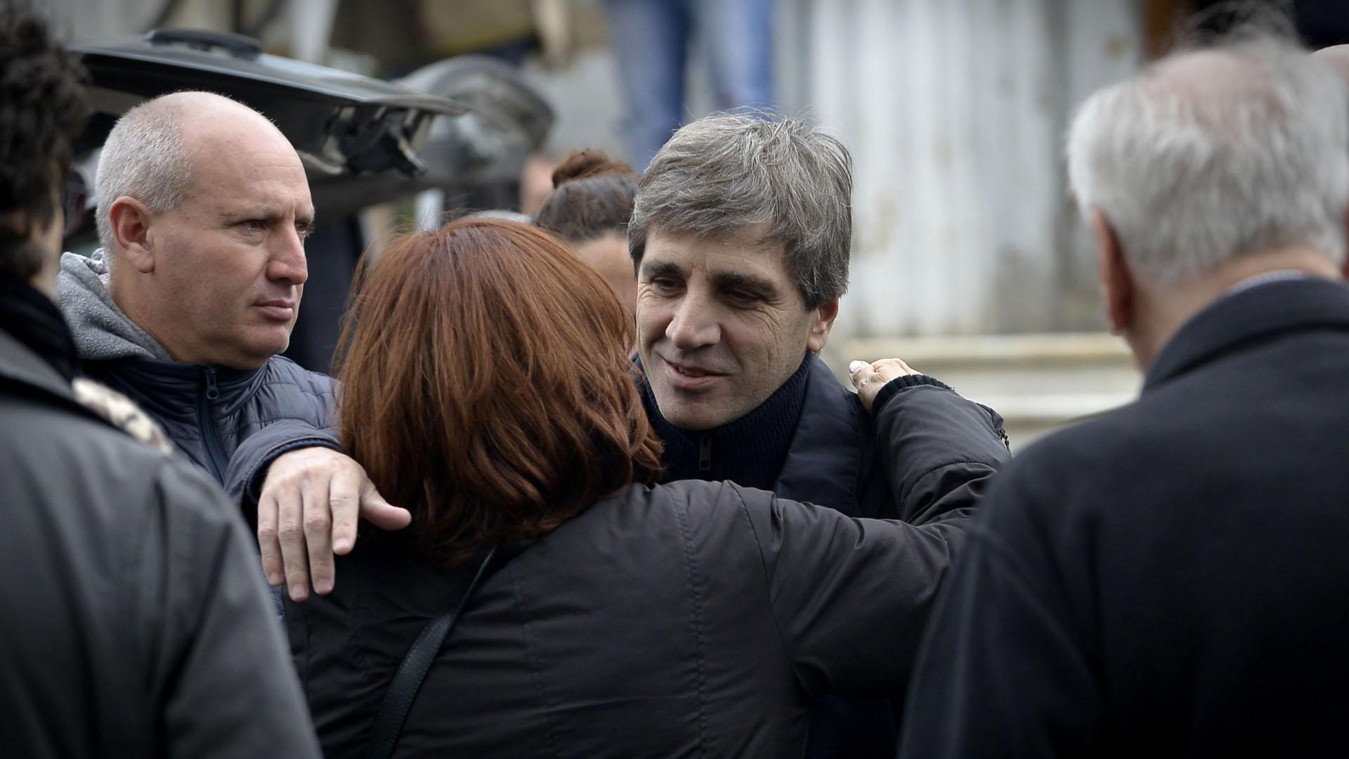 Luis Ándres Caputo saludando a Nora Cárpena