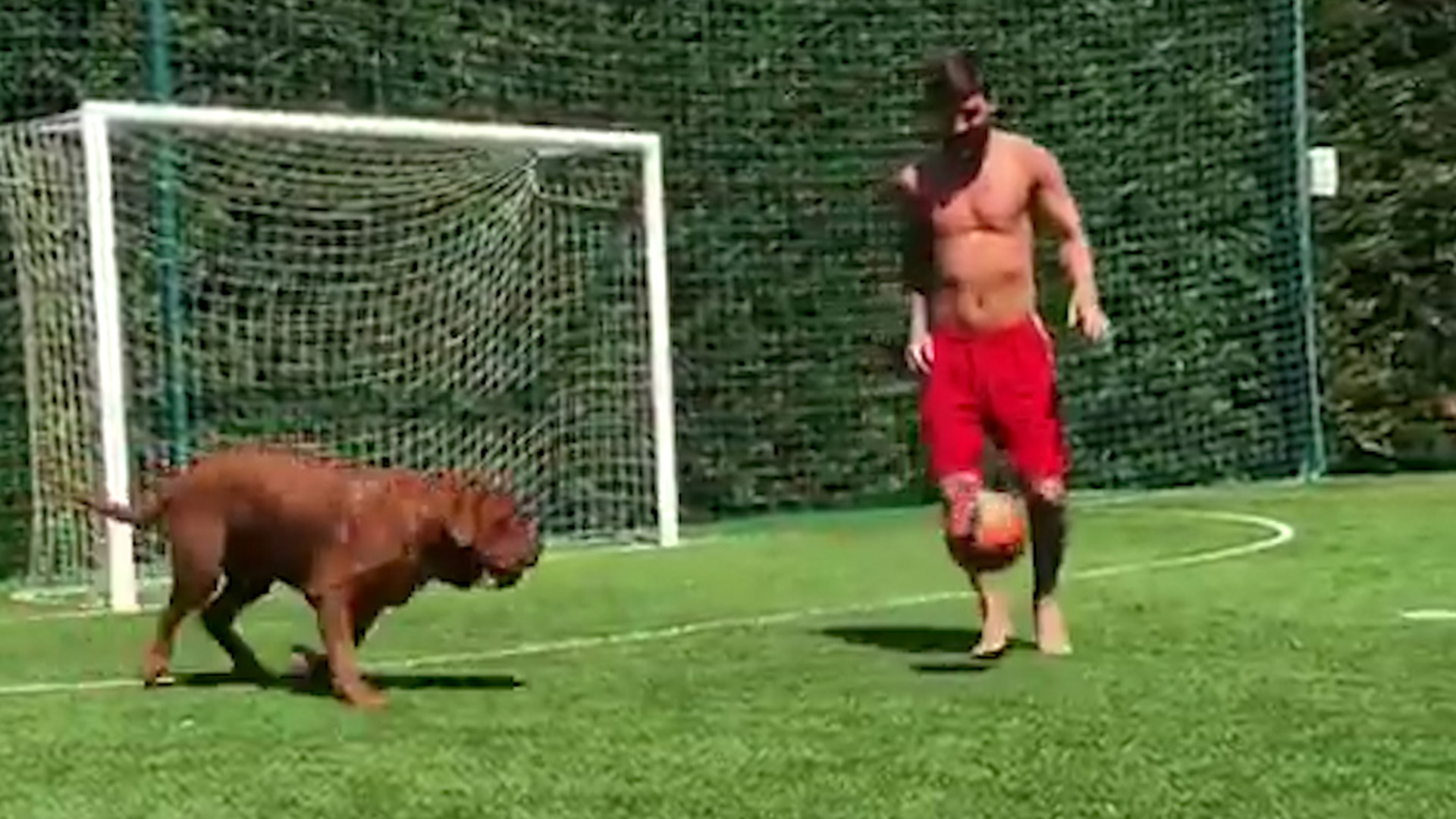 La imperdible charla de Thiago Messi y un amigo al ver jugar al ...