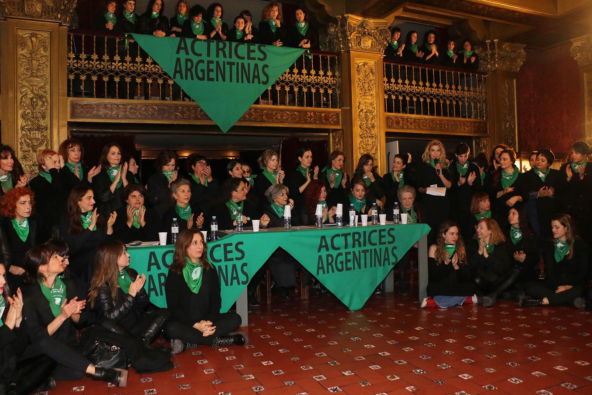 Las actrices argentinas se manifestaron en el Teatro Nacional Cervantes