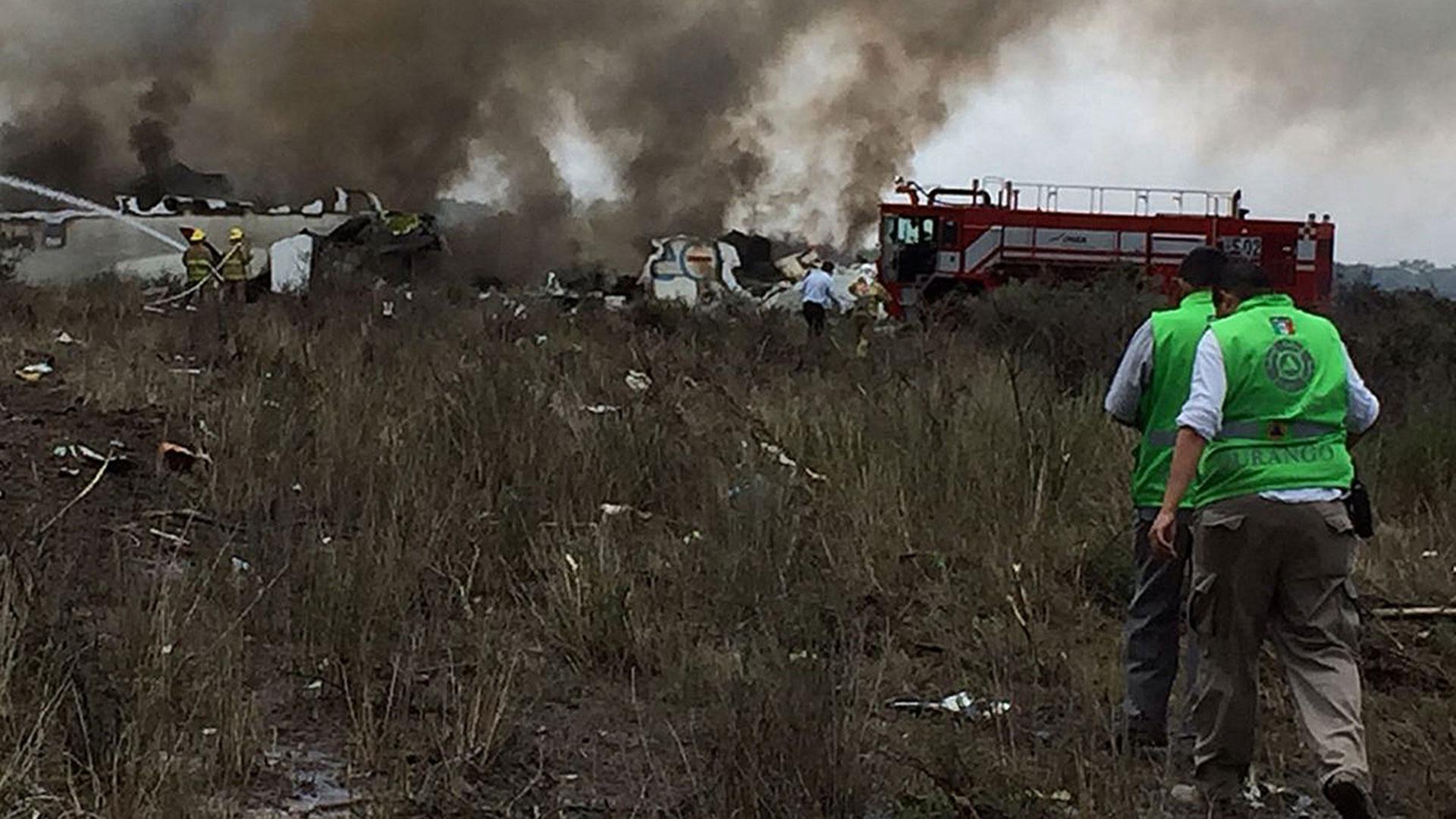 Autoridades que llegaron al lugar del accidente (Foto: EFE)