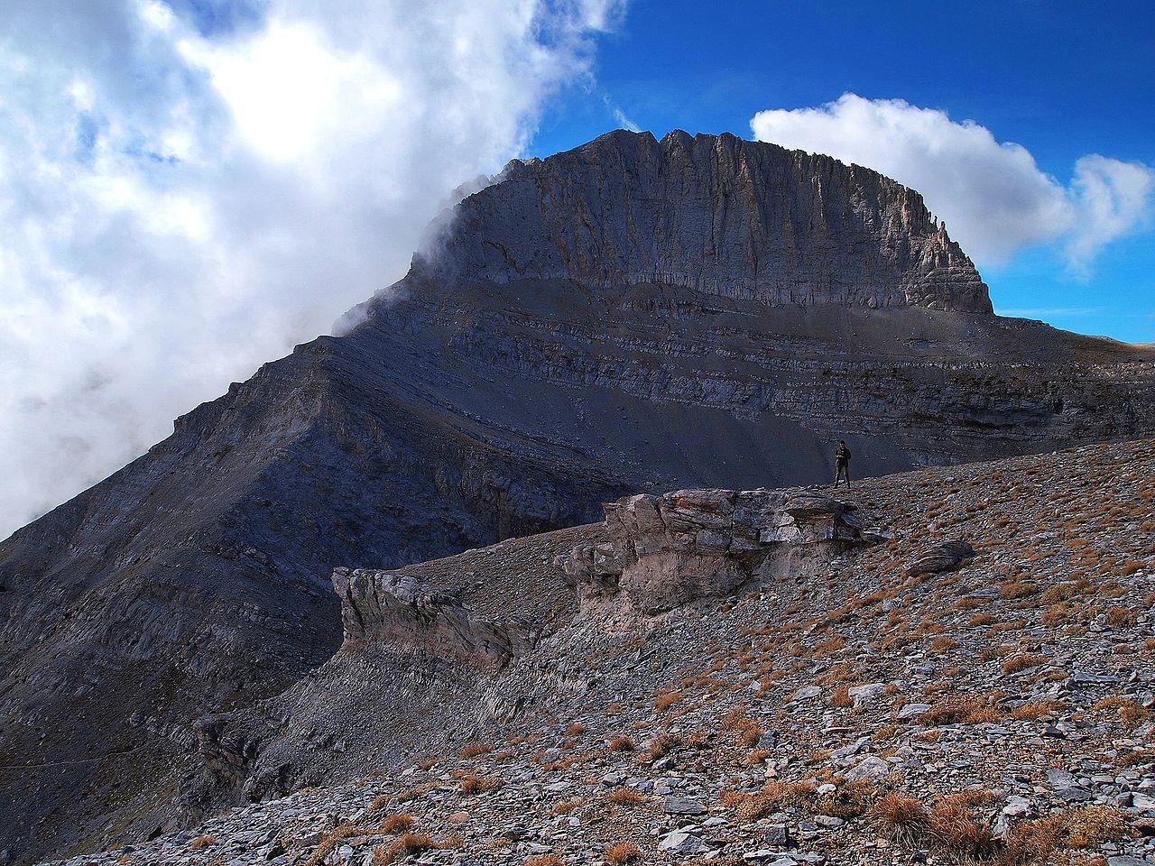 """La cumbre del monte conocida como """"trono de Zeus"""""""