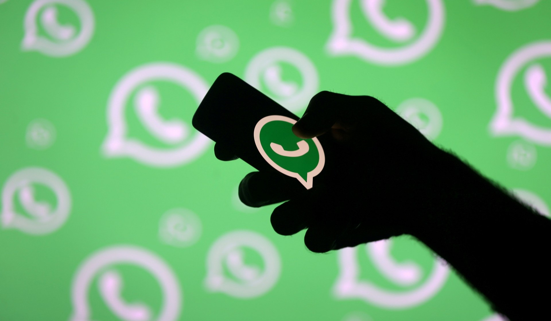 Las nuevas generaciones prefieren utilizar los servicios de mensajería en vez de las llamadas (REUTERS/Dado Ruvic/Archivo)
