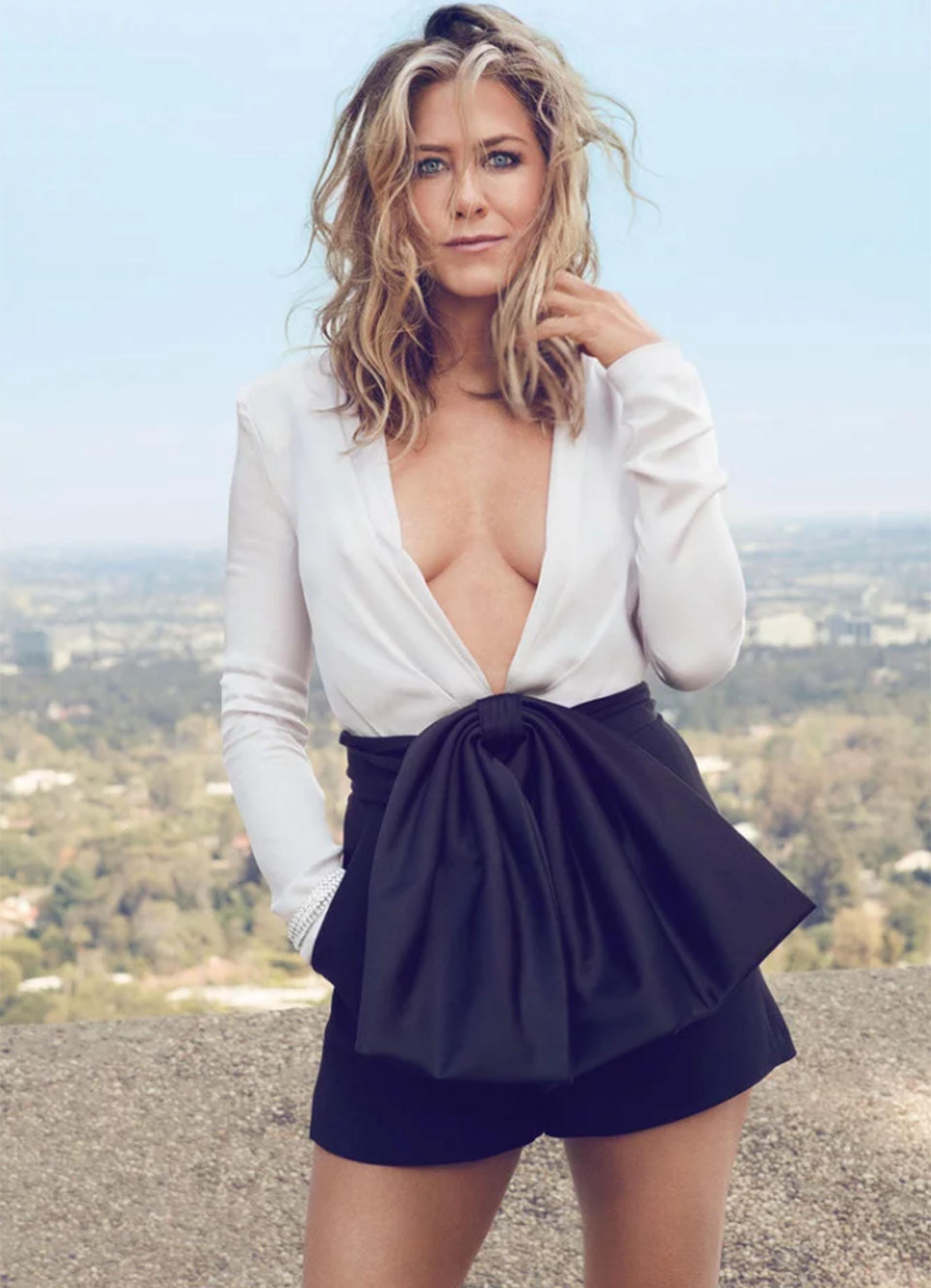 """""""Con todo el respeto, no tengo el corazón roto"""", expresó la actriz, dejando en claro que no tiene problemas para mantener relaciones duraderas con los hombres. """"Cuando una pareja se separa en Hollywood, es a la mujer a la que se desprecia"""", criticó Aniston"""