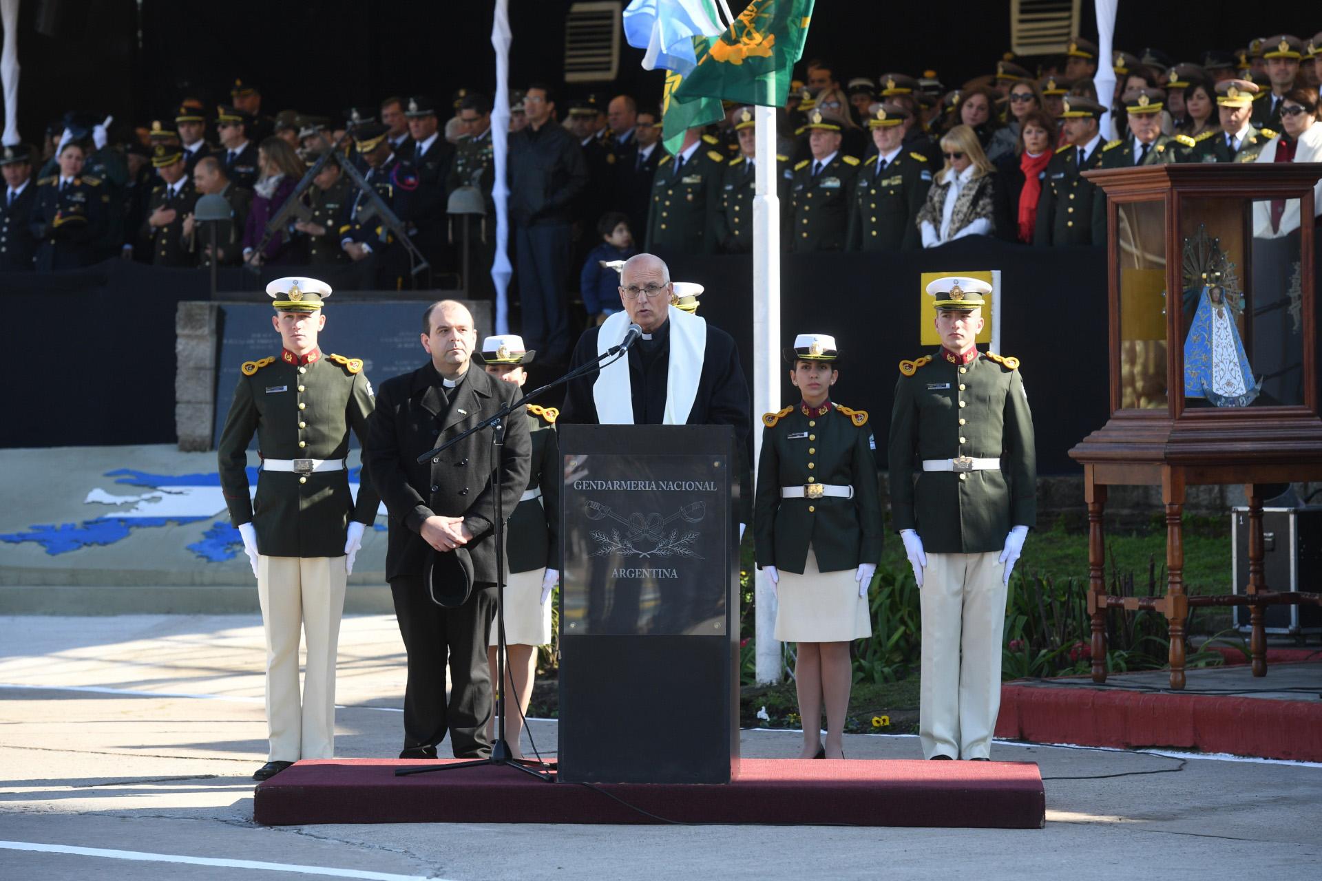 El obispo castrense de Argentina, Santiago Olivera, realizó una invocación religiosa