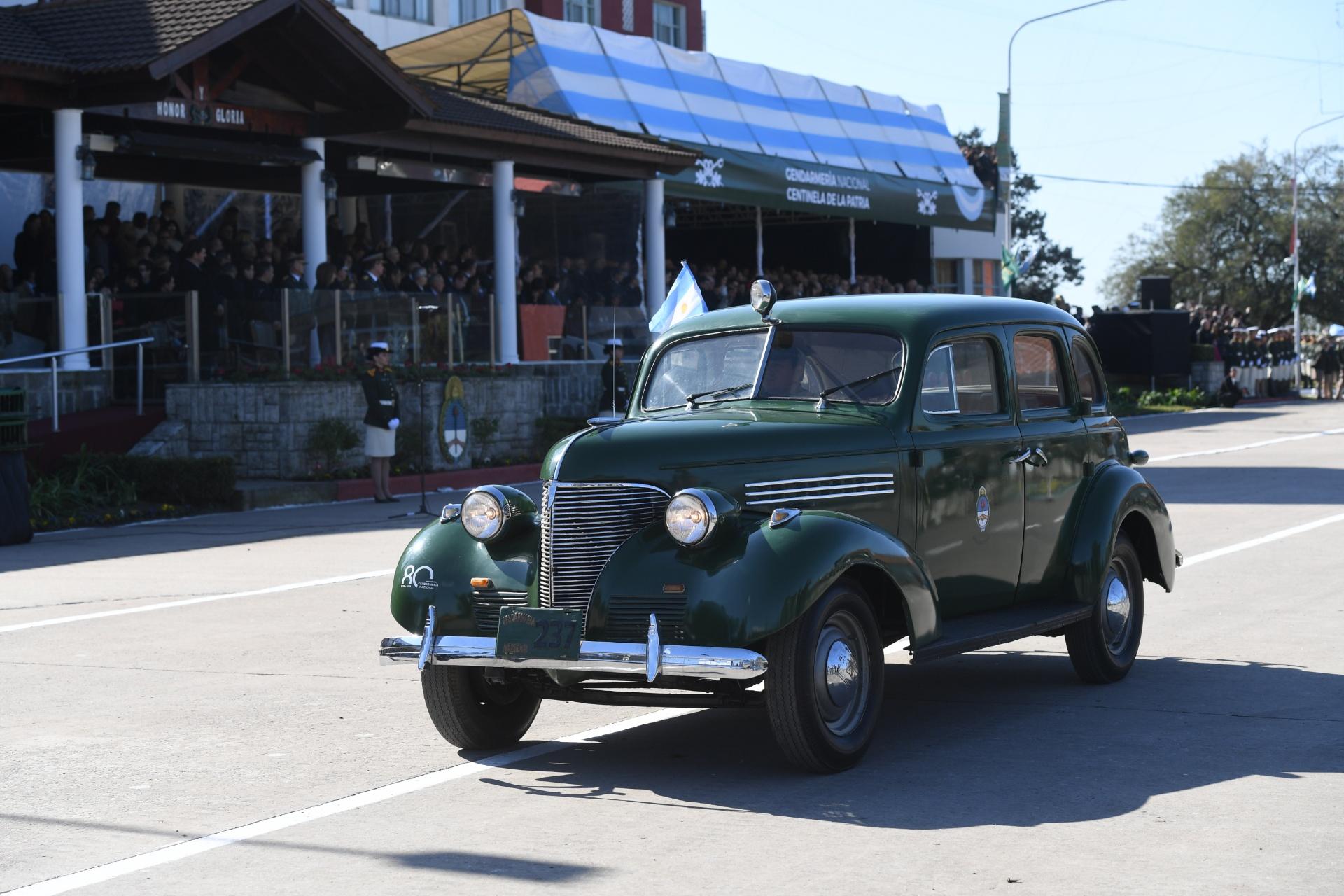 Histórico Chevrolet 1939. Formó parte de la primera dotación de vehículos de la fuerza. Fue destinado a patrullar y trasladar integrantes de la Gendarmería.