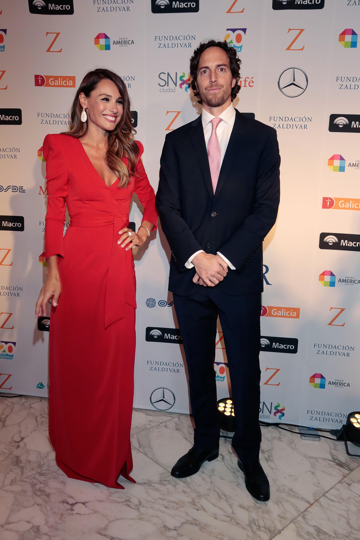 """Carolina """"Pampita"""" Ardohain, quien condujo la gala junto a Darío Barassi, y Roger Zaldivar"""